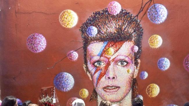 David Bowie, il testamento: le ceneri sparse con rito buddista nell'isola di Bali