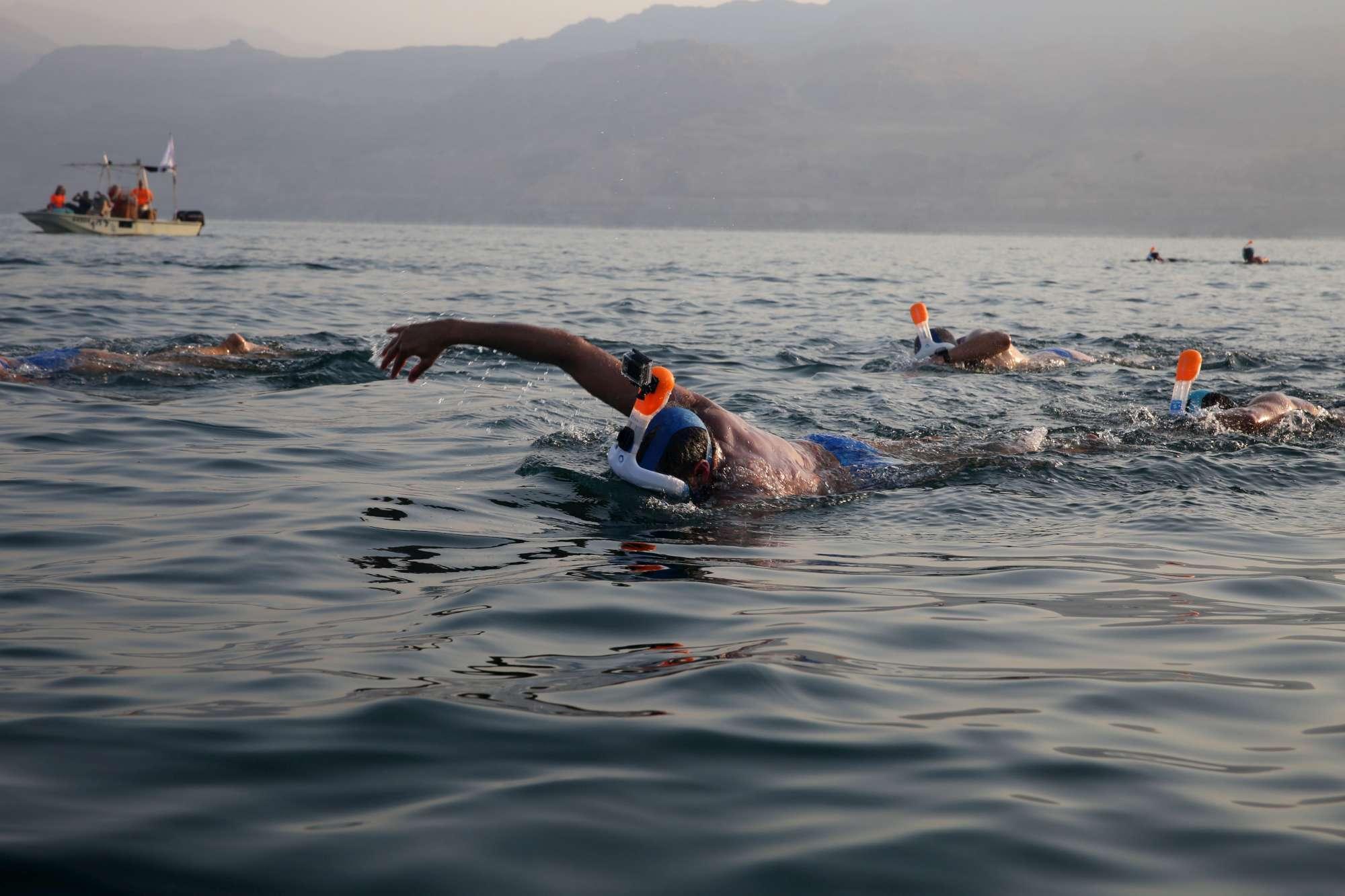 Trenta nuotatori nel Mar Morto lanciano l allarme clima