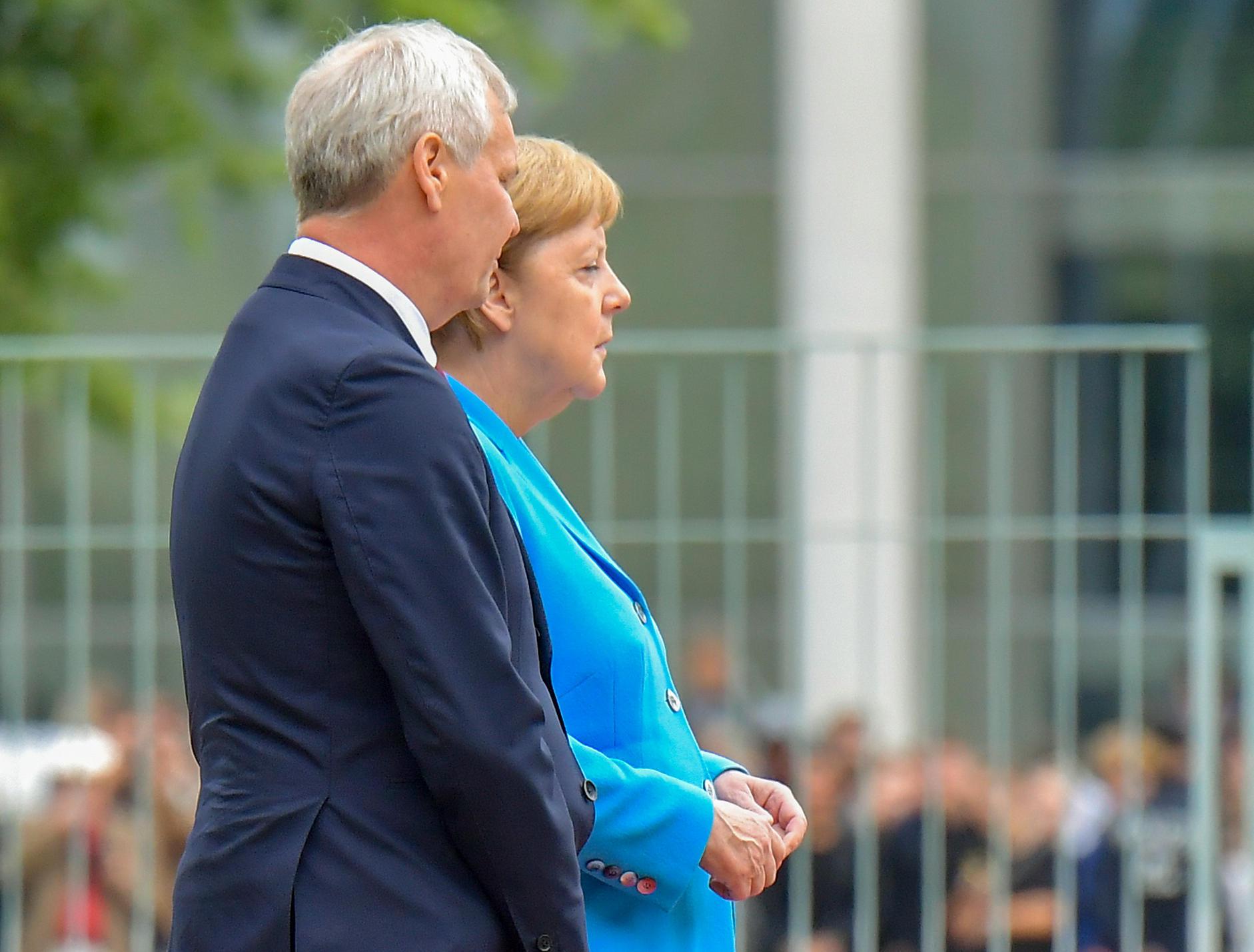 Terzo episodio di tremori per Angela Merkel