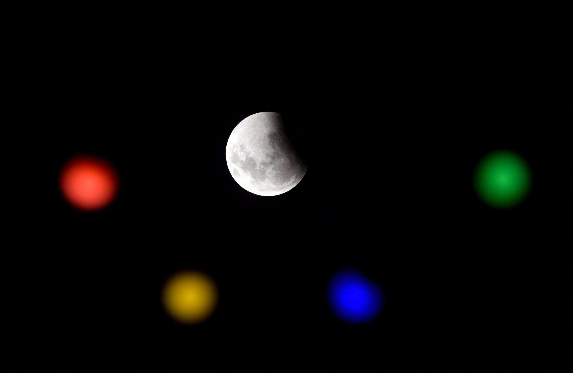 Eclissi totale di Luna: ecco gli scatti imperdibili