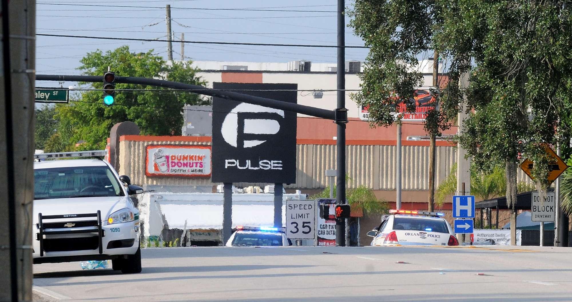 Usa, sparatoria in un night club gay: è strage