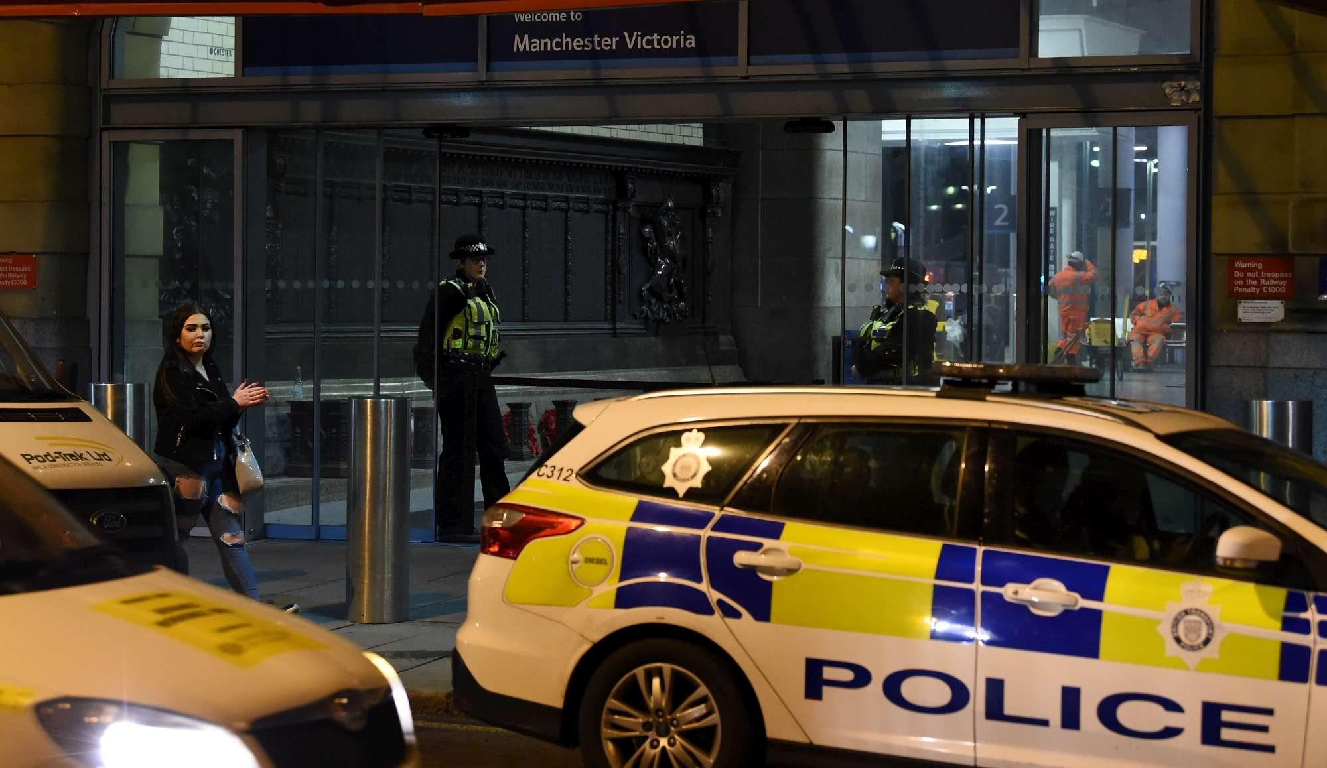 Gb, accoltella due passanti e un agente a Manchester: arrestato