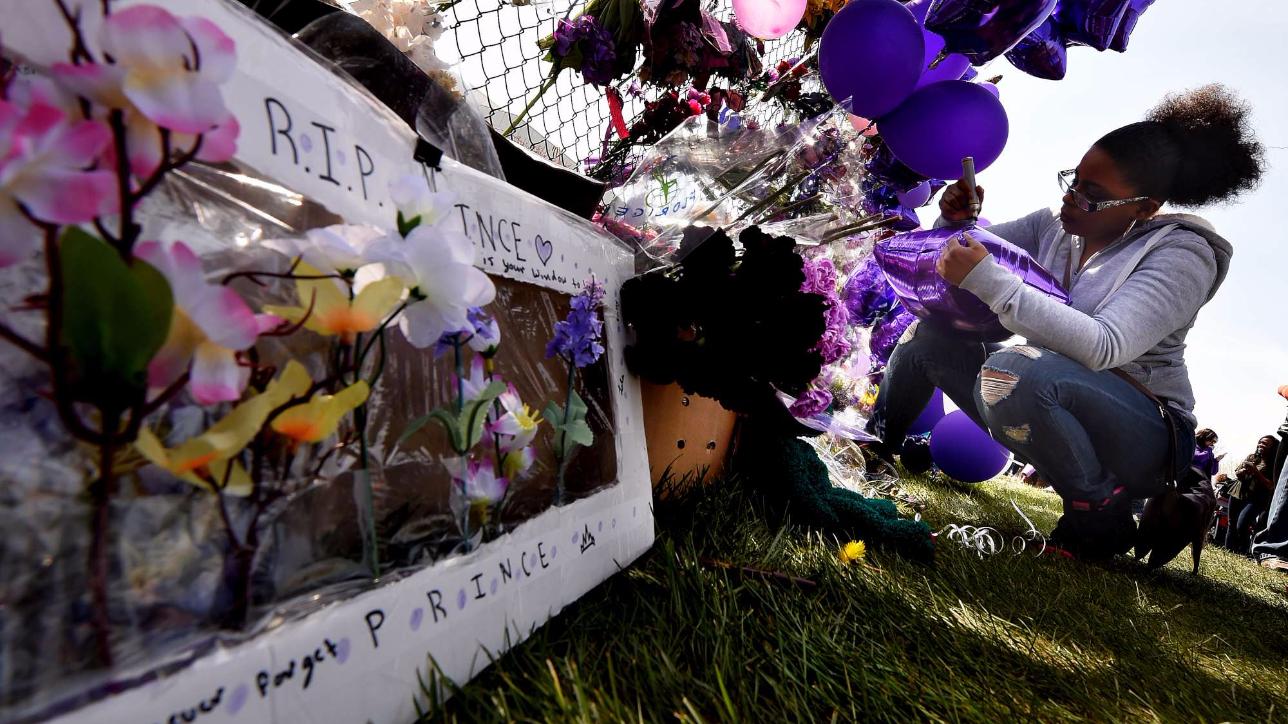 Prince, il pellegrinaggio incessante dei fan