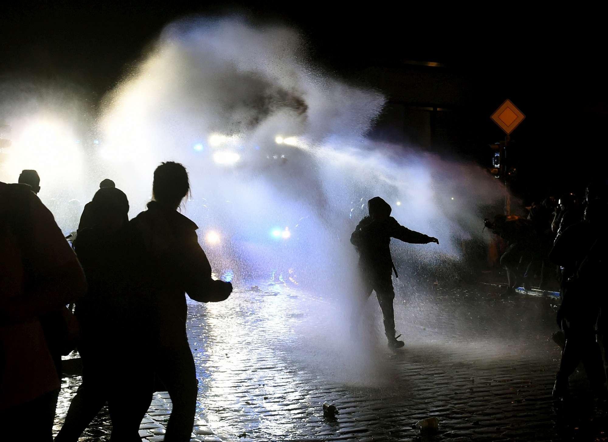 Il G20 ad Amburgo, le immagini dei disordini nella notte