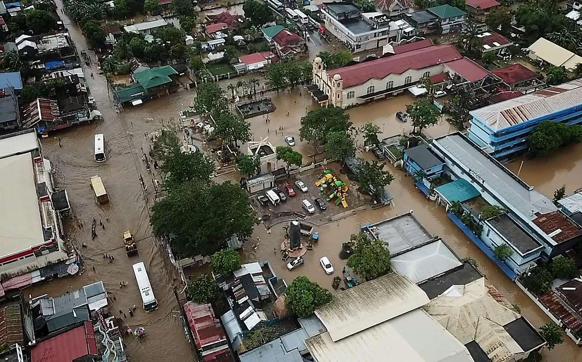 Tempesta nelle Filippine, si aggrava il bilancio: oltre cento le vittime