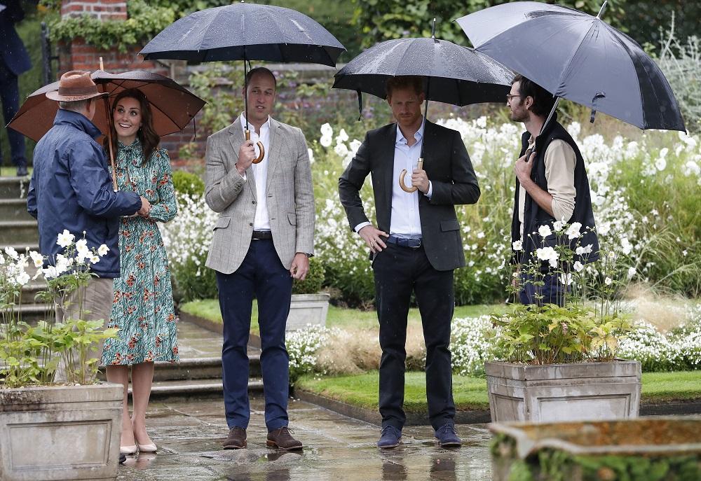 William, Kate e Harry a Kensington per il triste ricordo della principessa Diana