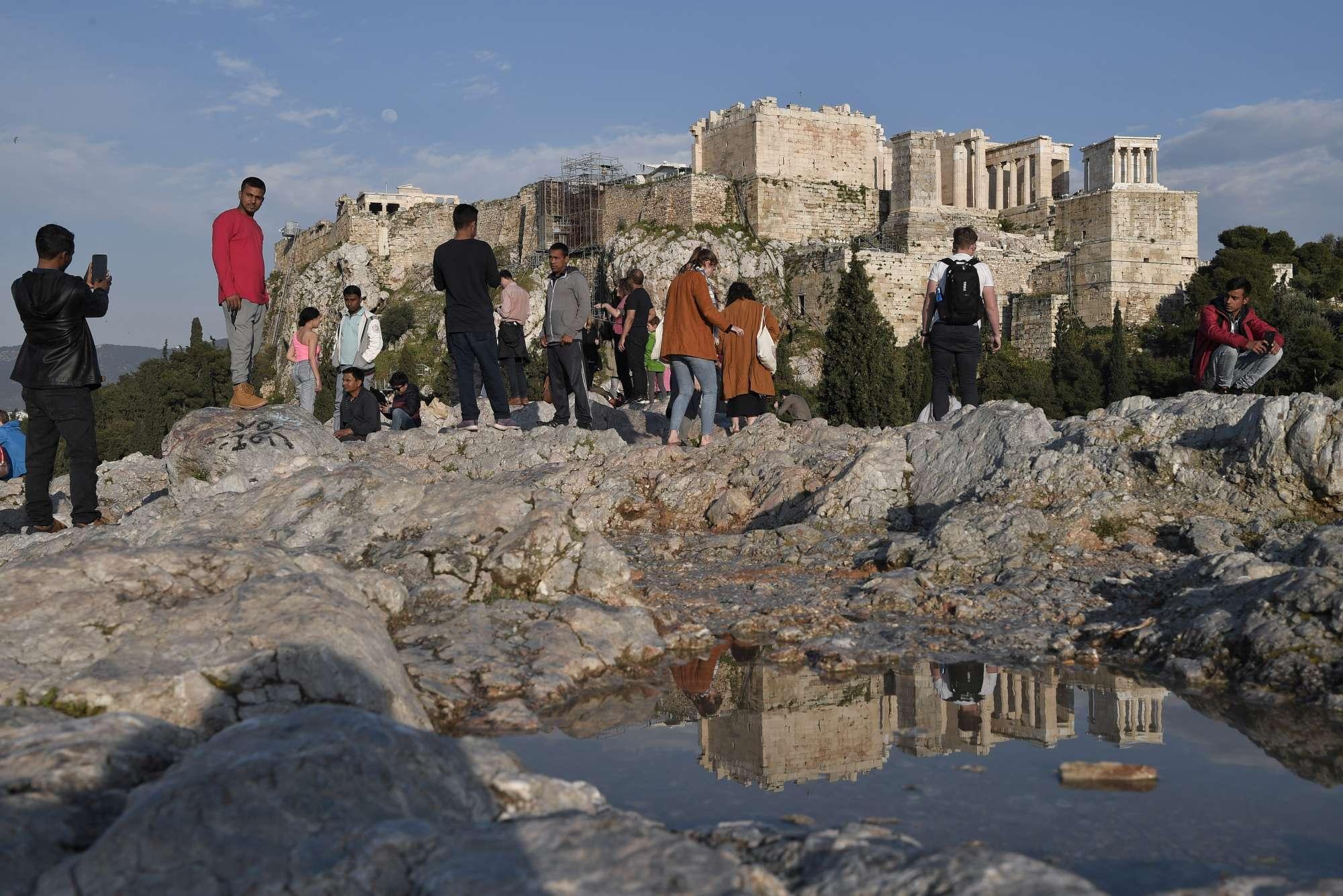 Grecia, fulmine sull Acropoli di Atene: quattro feriti tra cui due turisti