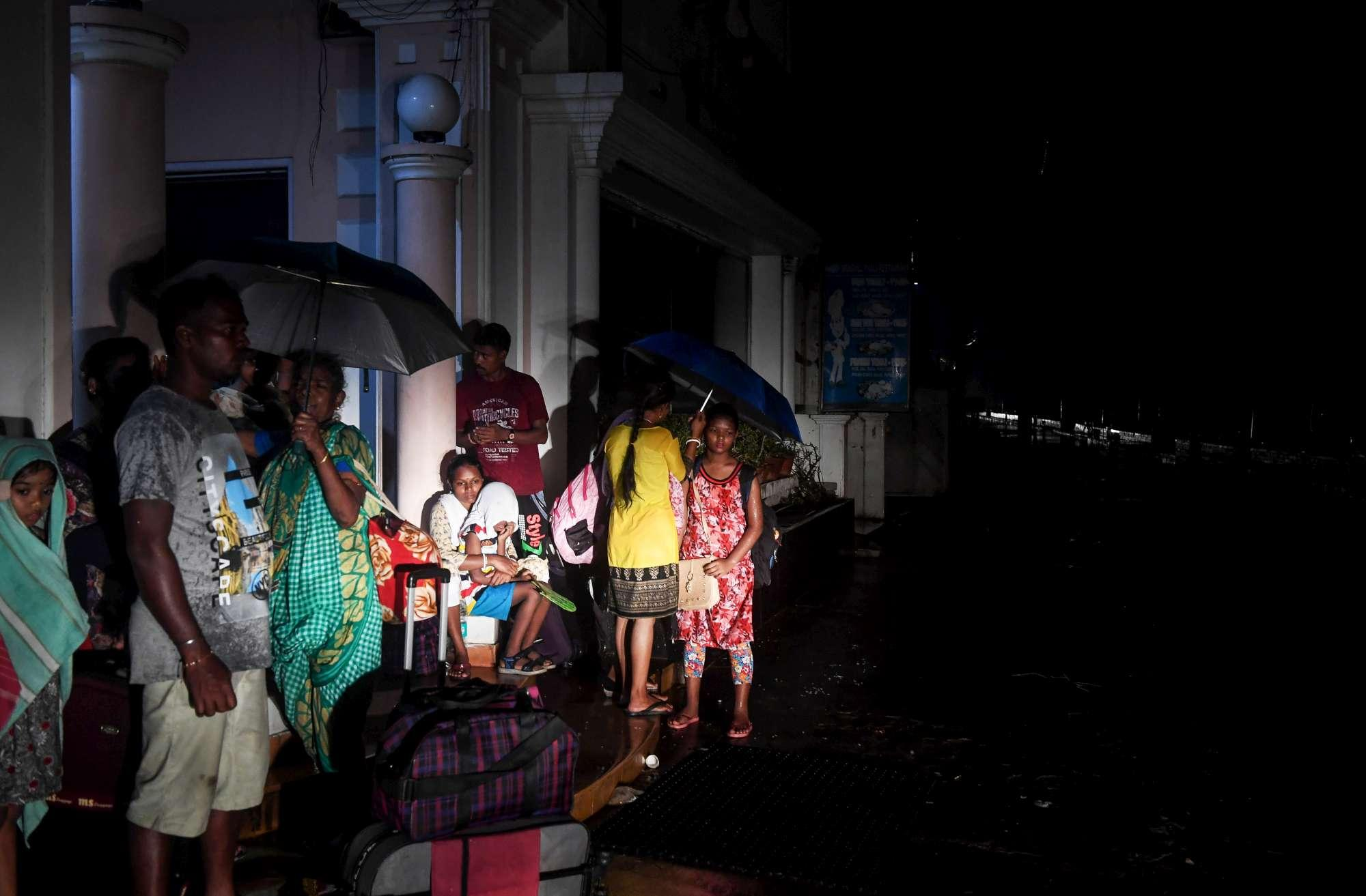 Il ciclone Fani sull India orientale venti a 205 km l ora e un milione di evacuati