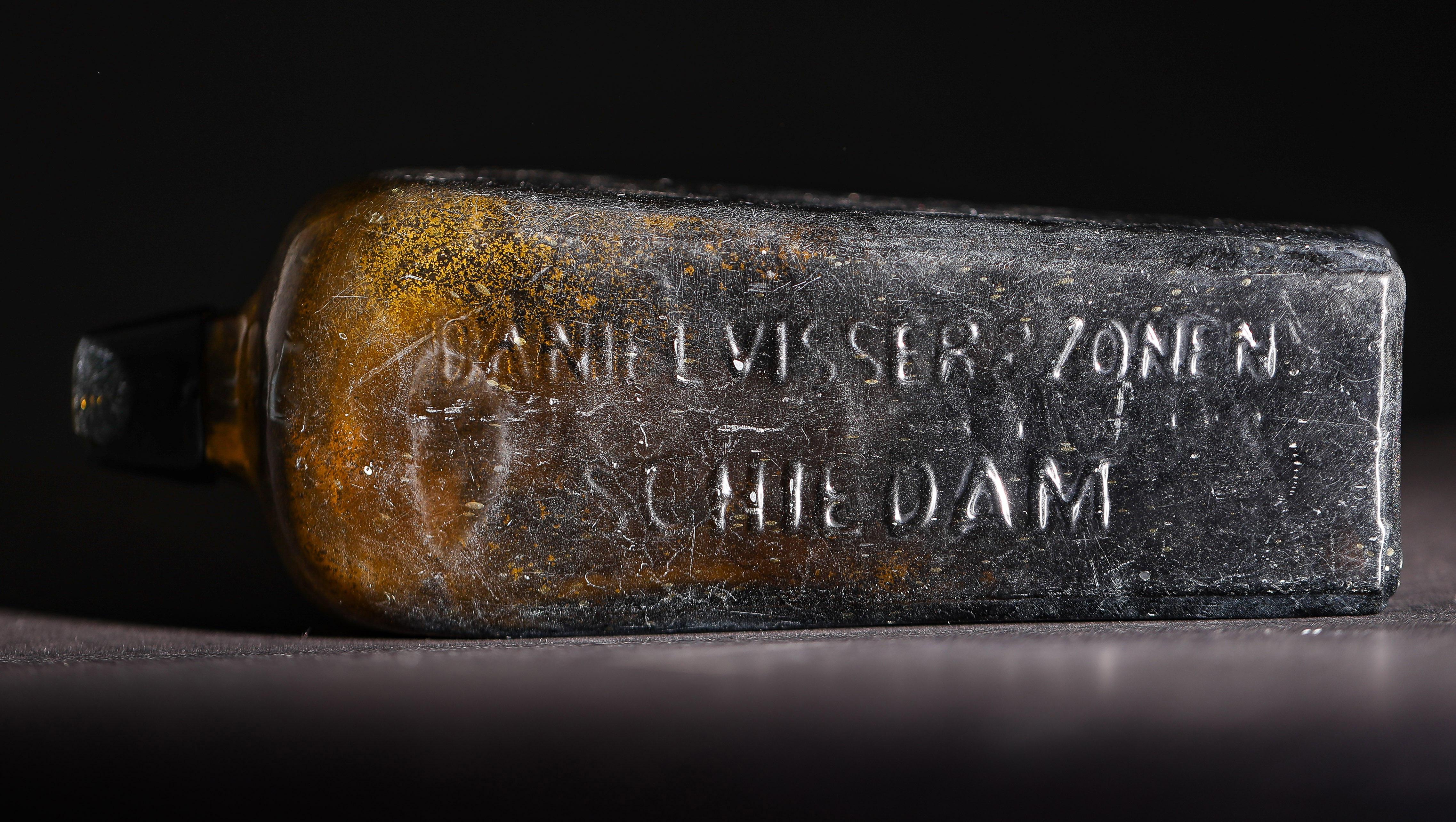 Australia, ritrovato il messaggio in bottiglia più vecchio al mondo: ha 132 anni