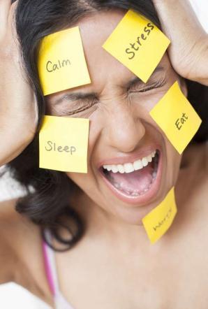 Gli errori quotidiani che fanno aumentare il peso e cattivo il umore