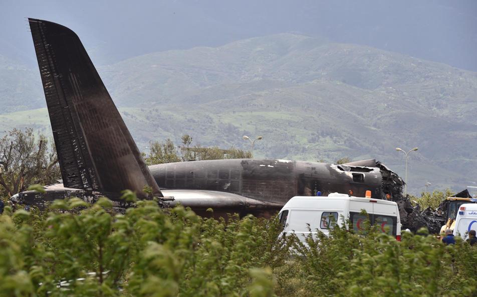Algeria, precipita un aereo militare: 257 morti