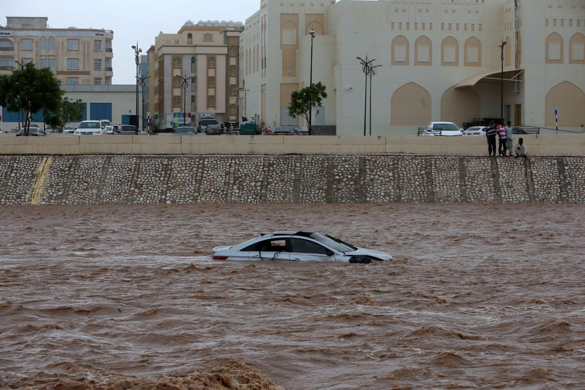 Il ciclone Mekunu si abbatte sull Oman: morti e dispersi