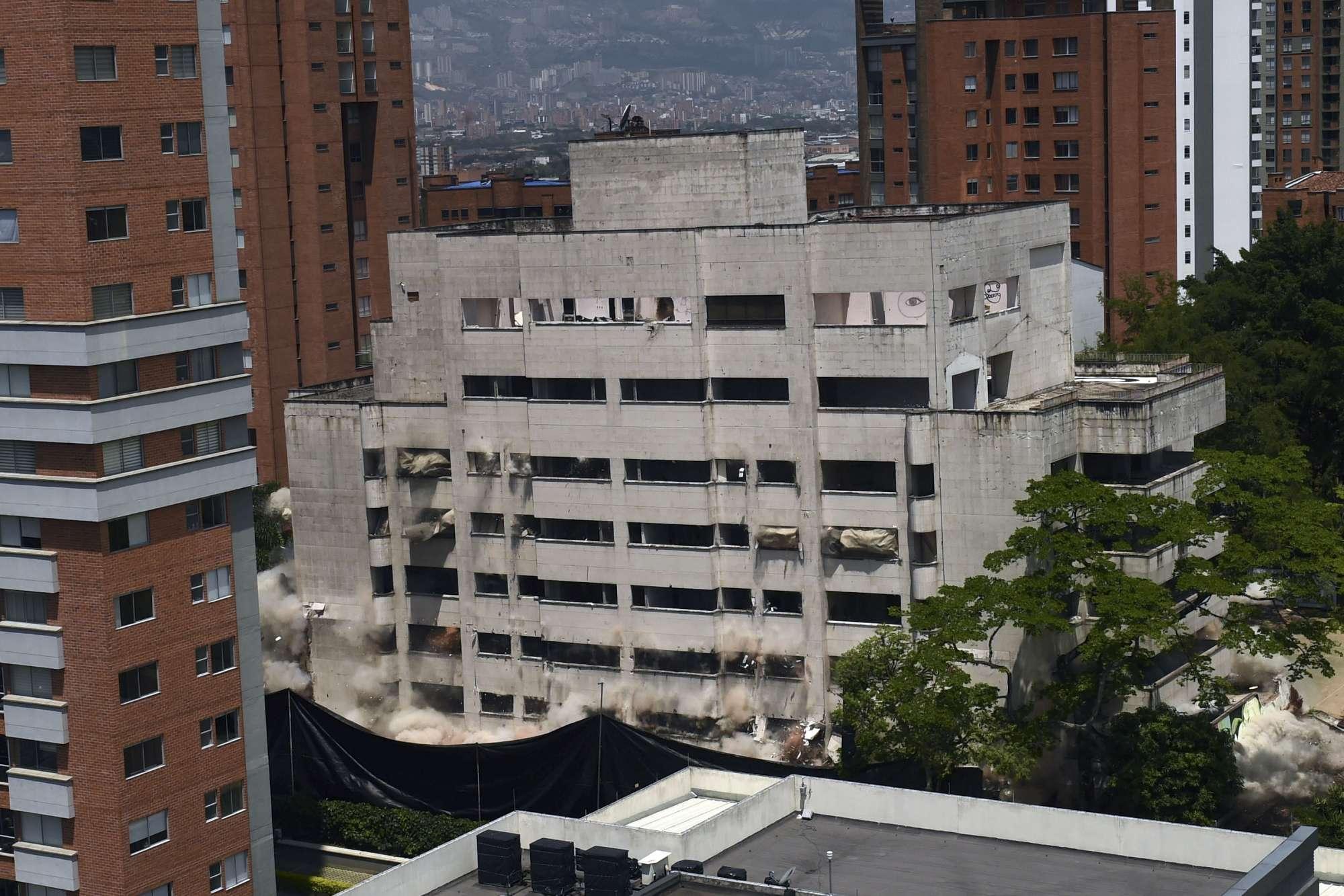 Colombia, la demolizione del fortino di Pablo Escobar