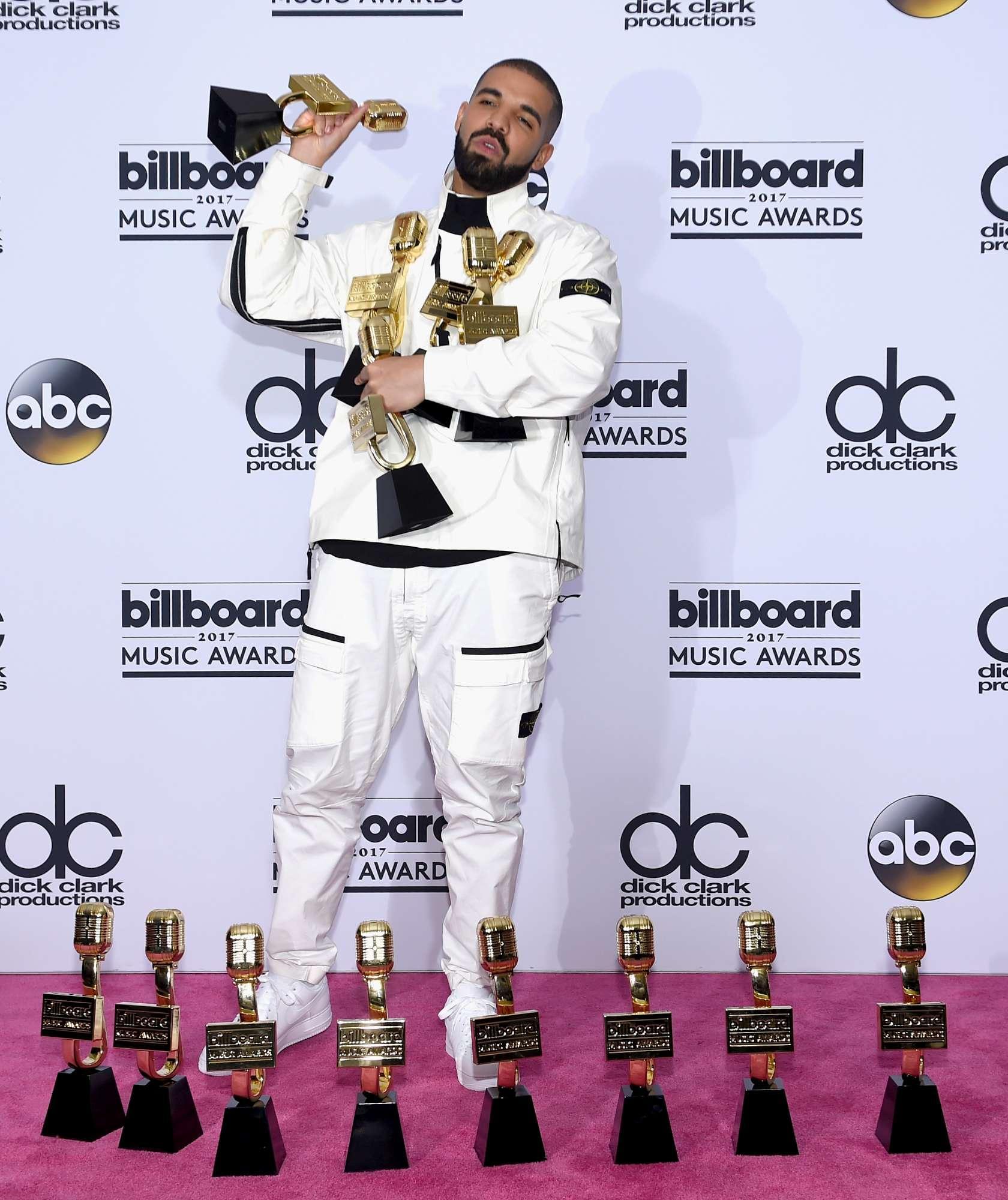 Billboard 2017, Drake superstar, Nicki Minaj in twerking e gli altri...