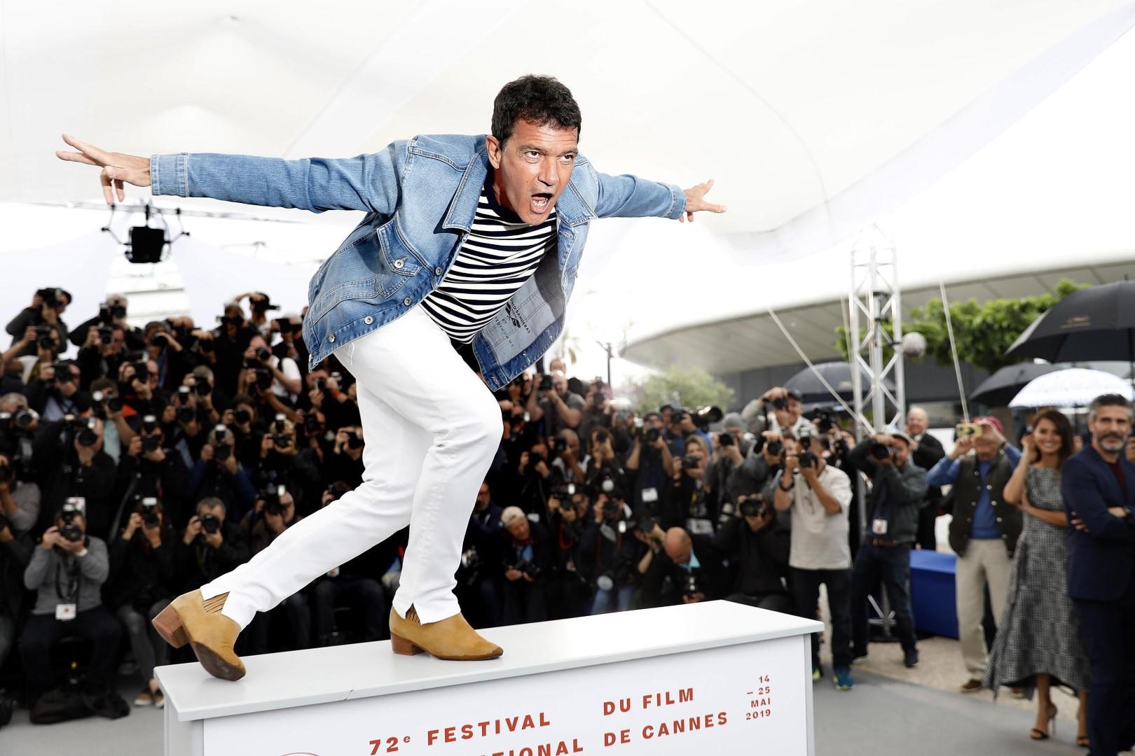 Moda uomo, 'denim mania': la giacca di jeans si porta come Banderas