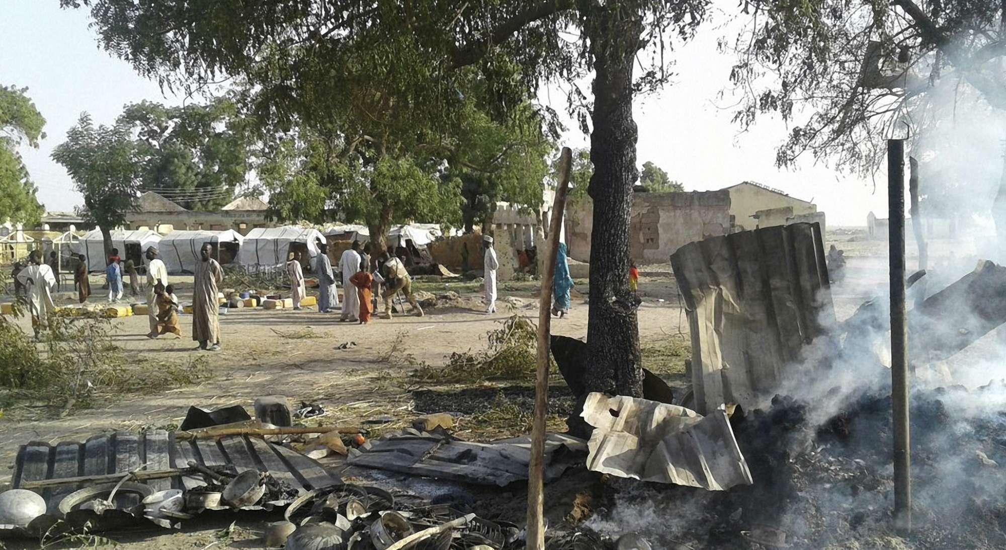 Raid aereo su campo profughi in Nigeria: strage