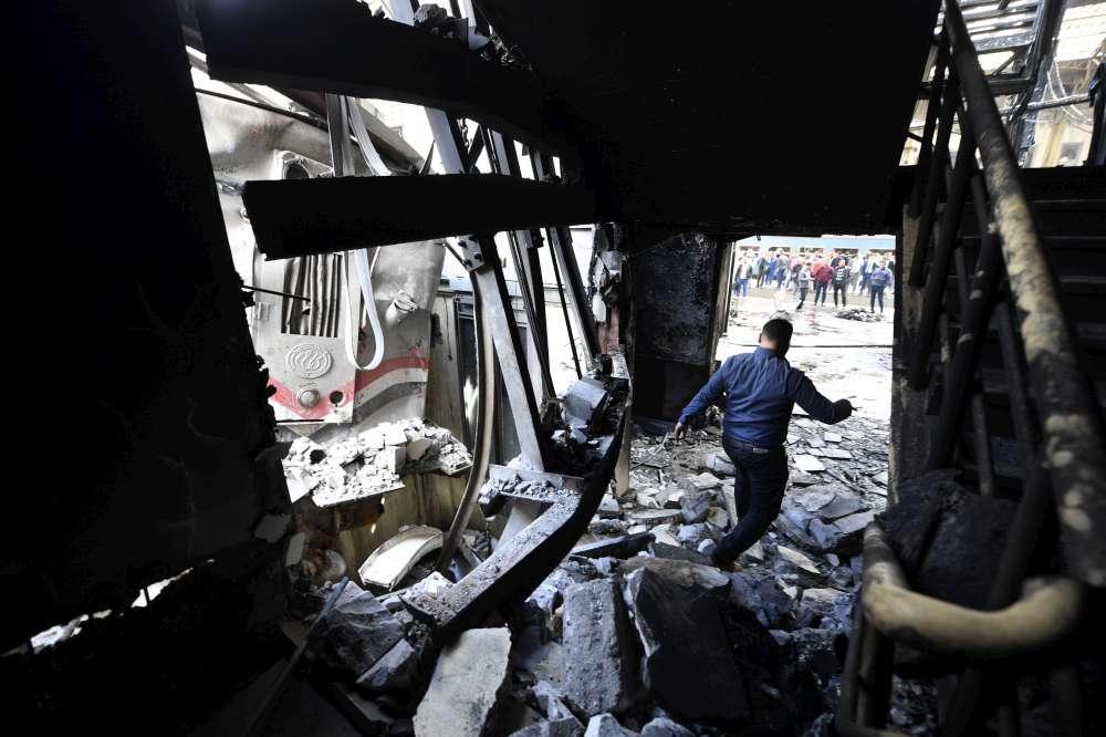Egitto, enorme incendio alla stazione al Cairo: morti e feriti