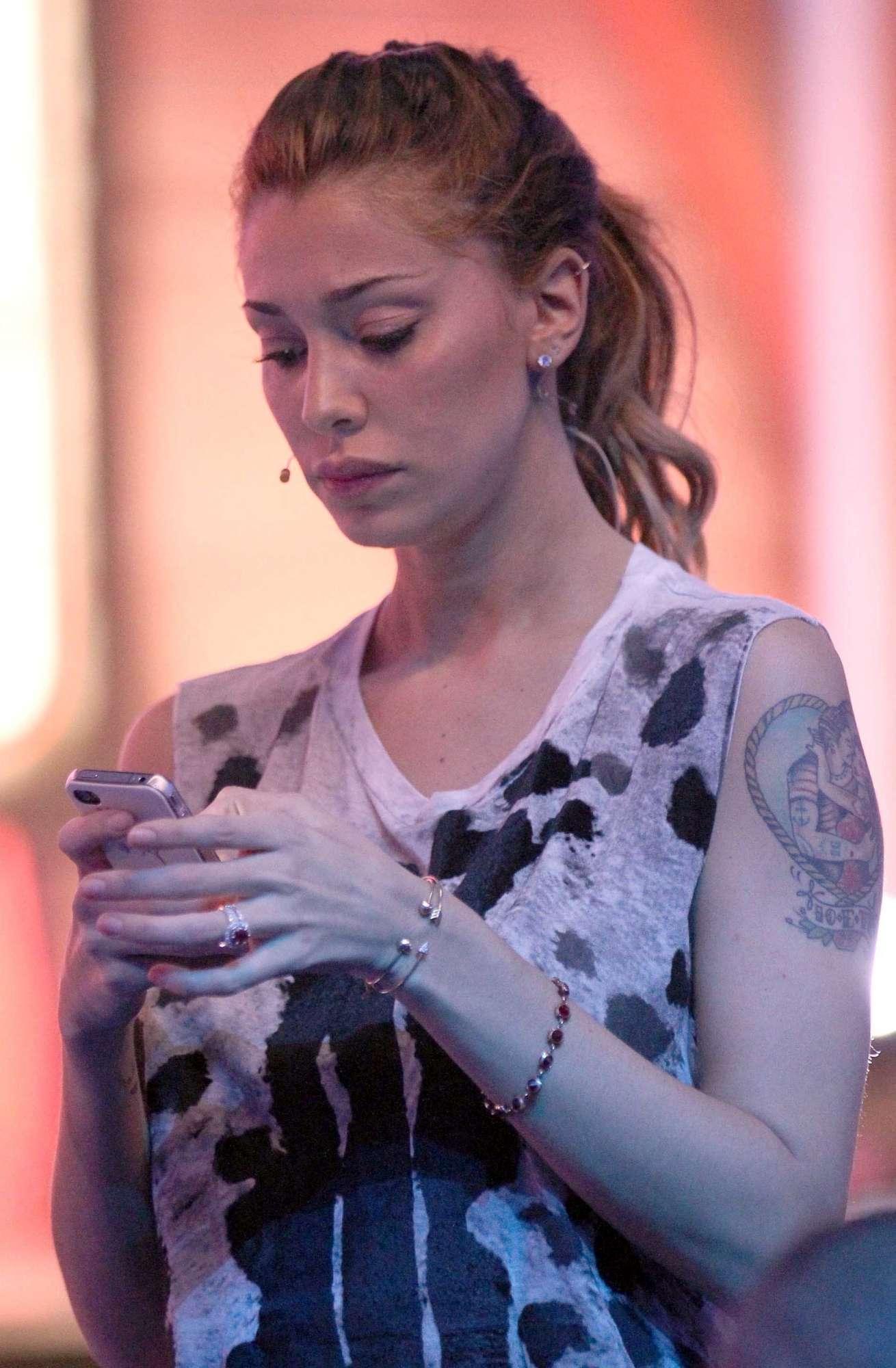 ultimo sconto top design comprare popolare Belen rispolvera gli ex: canta Emma e sfoggia l'anello (di ...