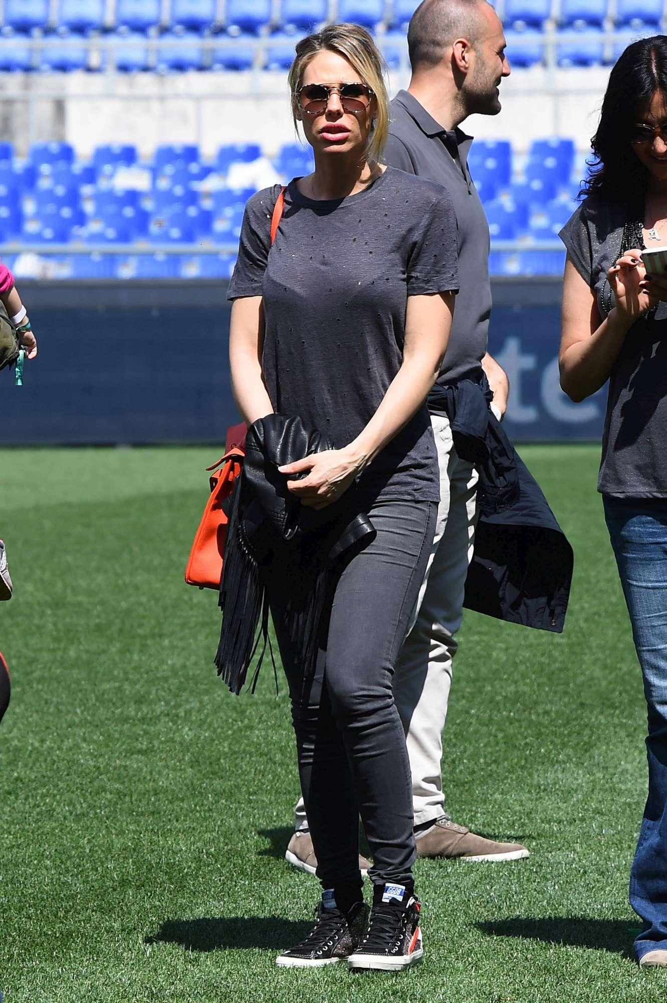 Francesco Totti e Ilary Blasi, amore a bordo campo
