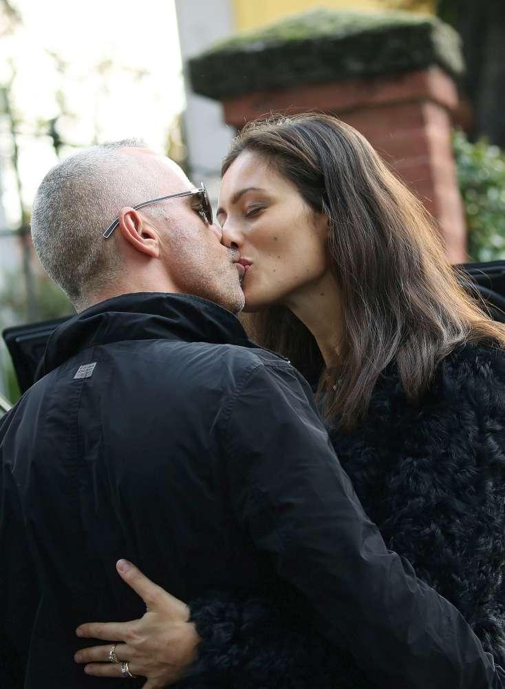 Eros Ramazzotti, compleanno al bacio