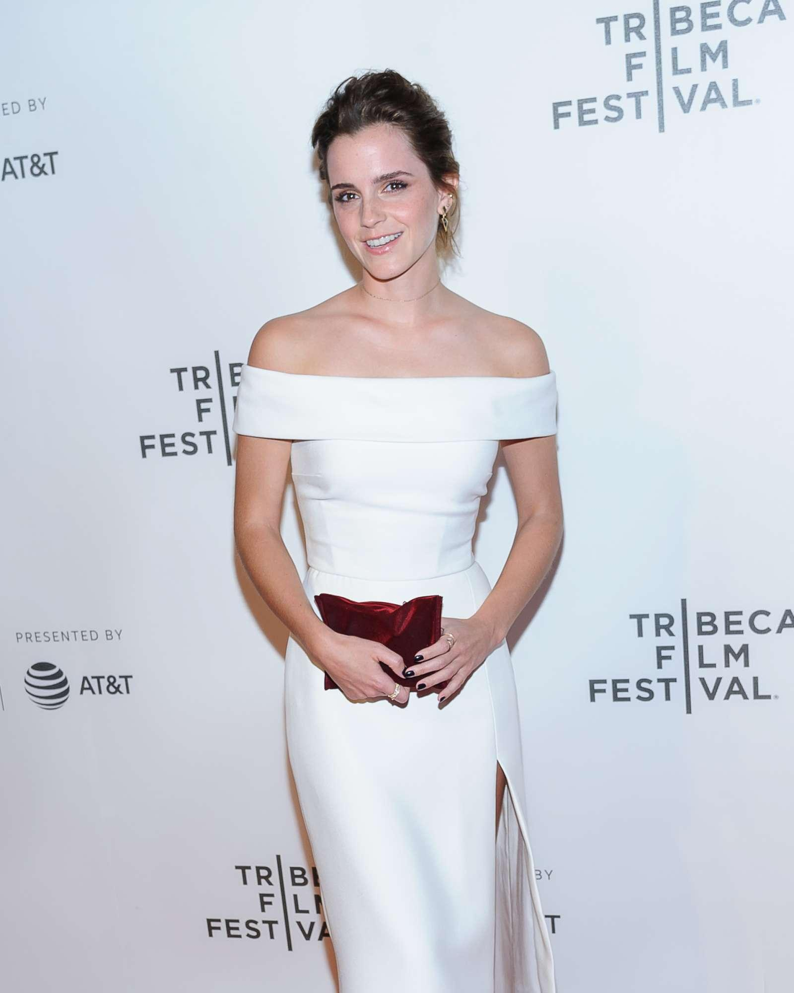 Emma Watson, Tom Hanks e il cast di  The Circle  sul red carpet del Tribeca Film Festival