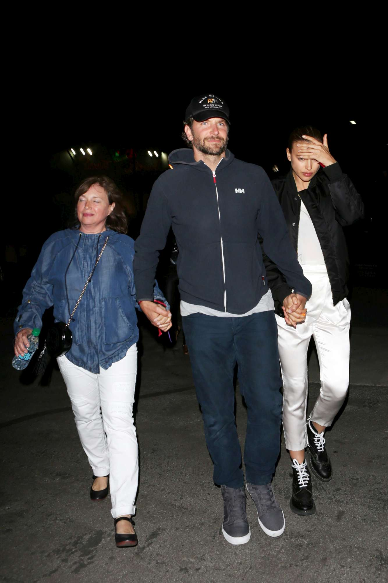Irina Shayk, Bradley Cooper e... la mamma
