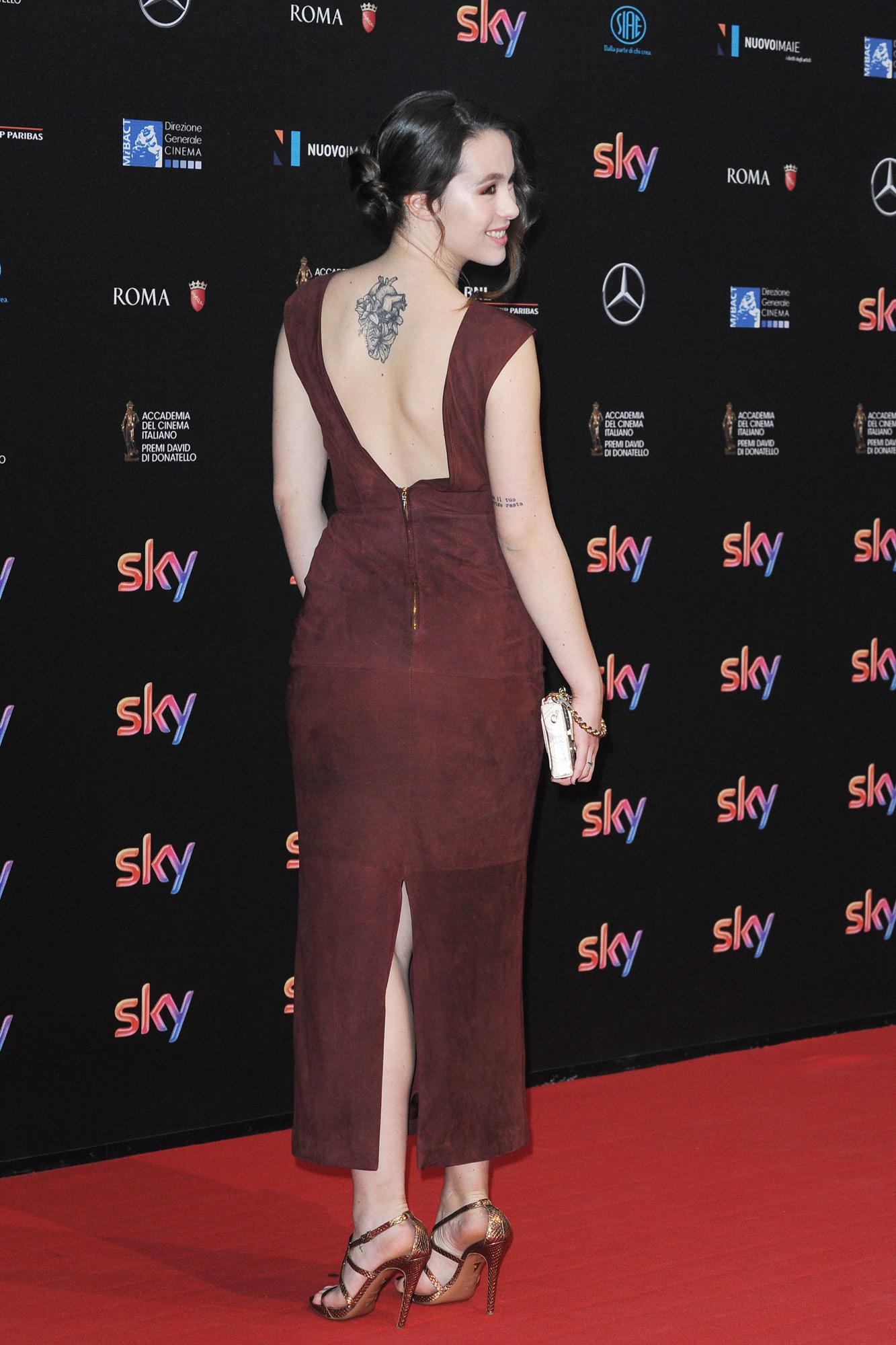 Aurora, sul red carpet è lei la più... tatuata