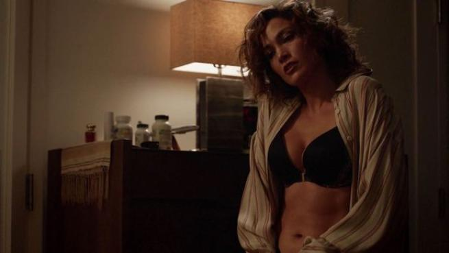 Jennifer Lopez rimane in reggiseno in tv