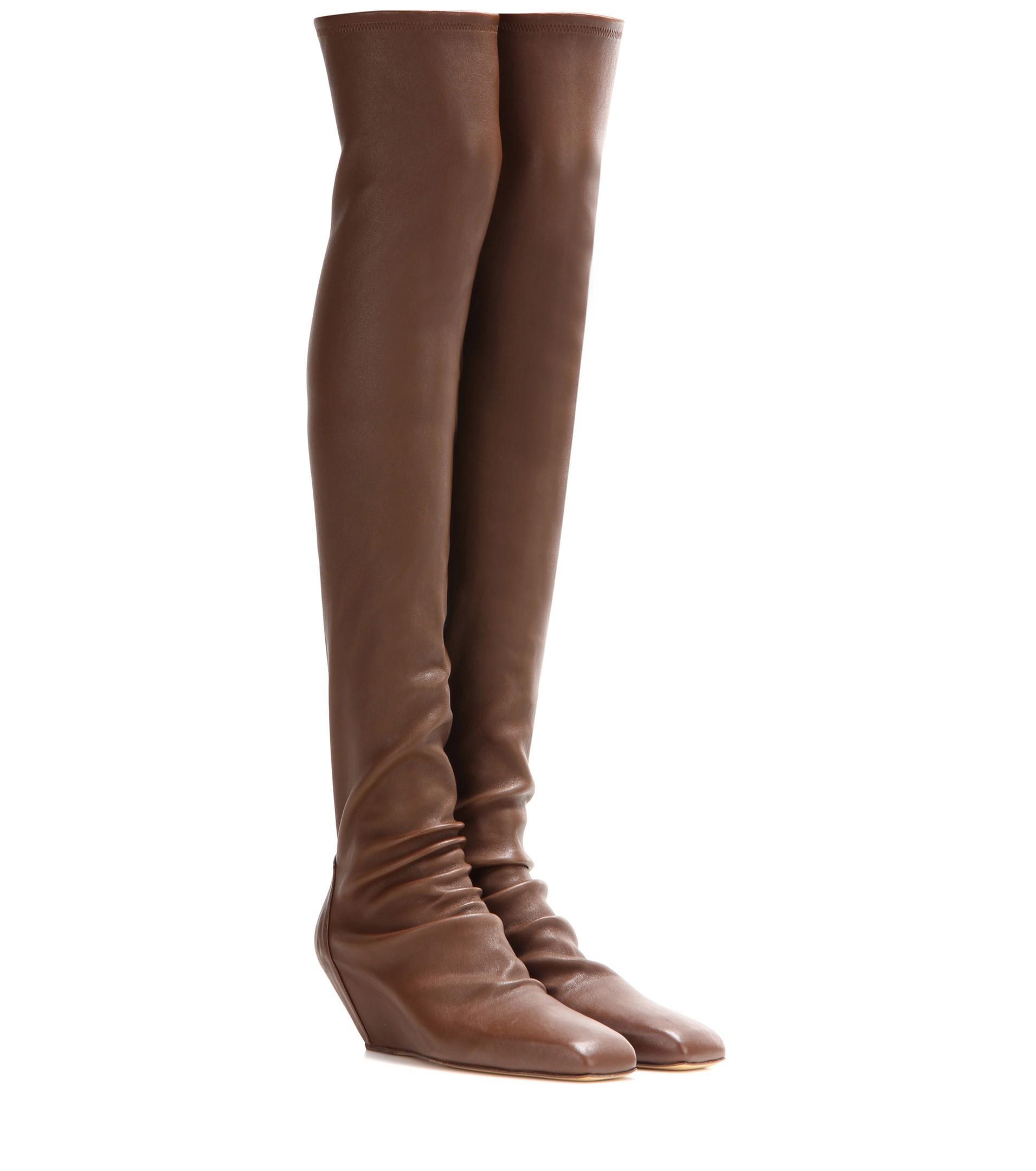 Cuissardes: gli stivali alti sopra il ginocchio per l