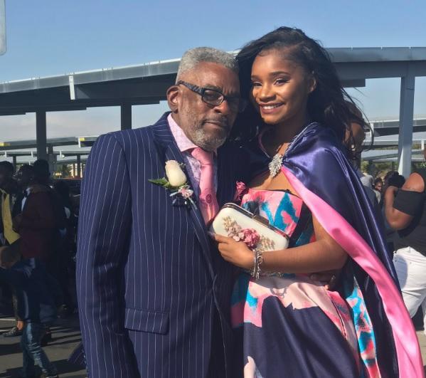 Usa, 17enne non riceve nessun invito per il ballo di fine anno: la accompagna il nonno