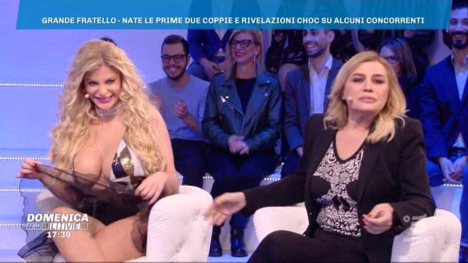 Domenica live, il vestito shock di Francesca Cipriani