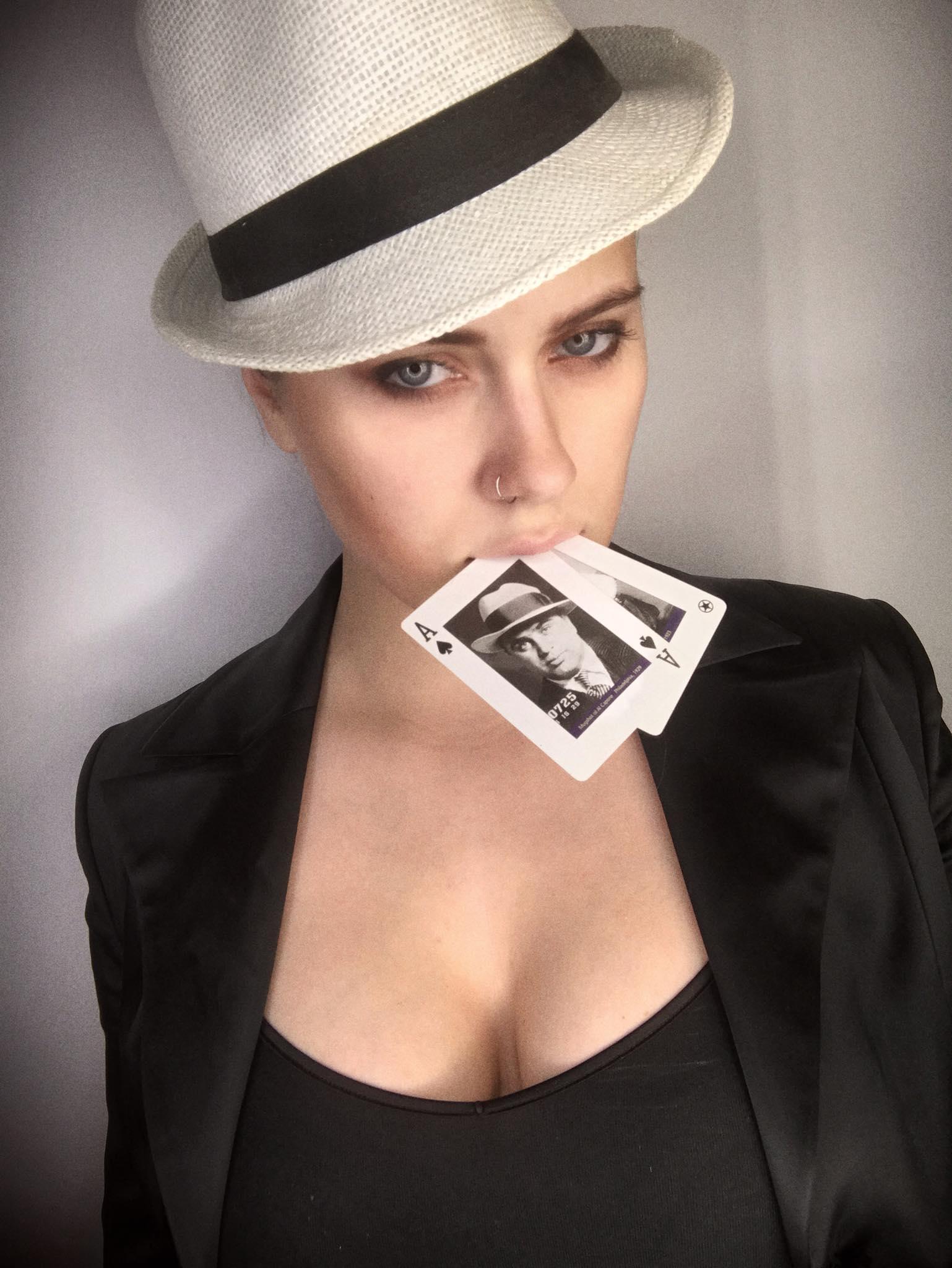 Morta la giocatrice di poker più sexy di Russia, folgorata dallo smartphone