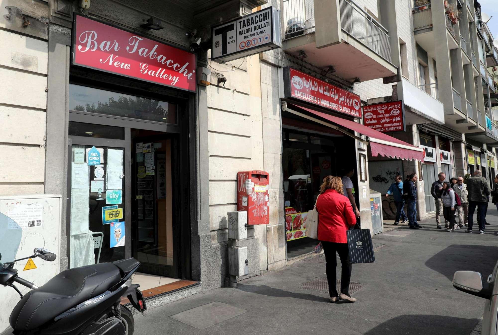 Notte di rapine a Milano, due vittime