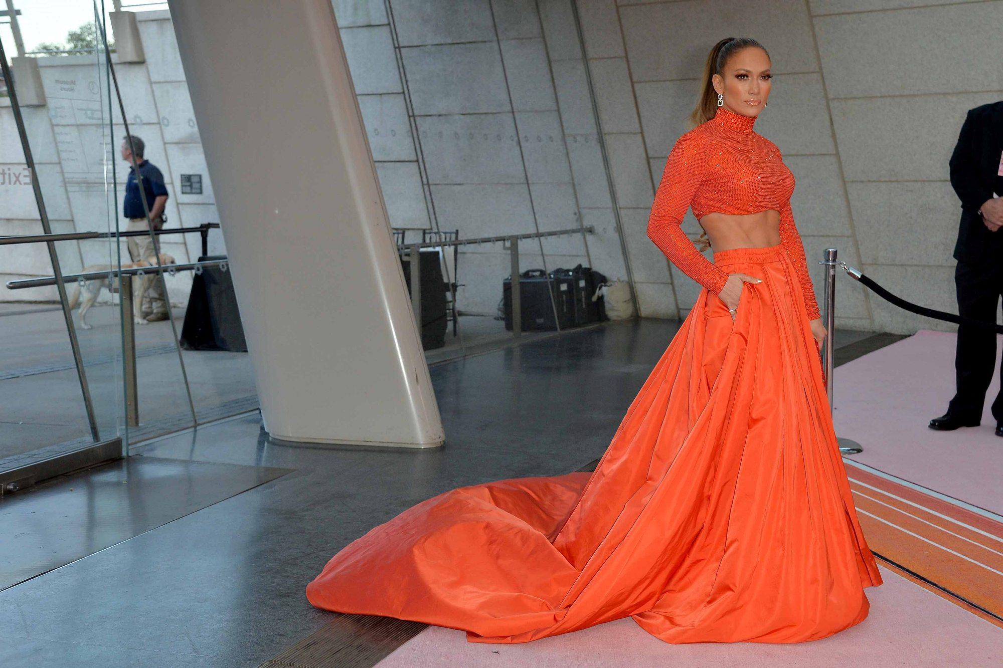 Jennifer Lopez compie 50 anni: guarda le sue foto più belle