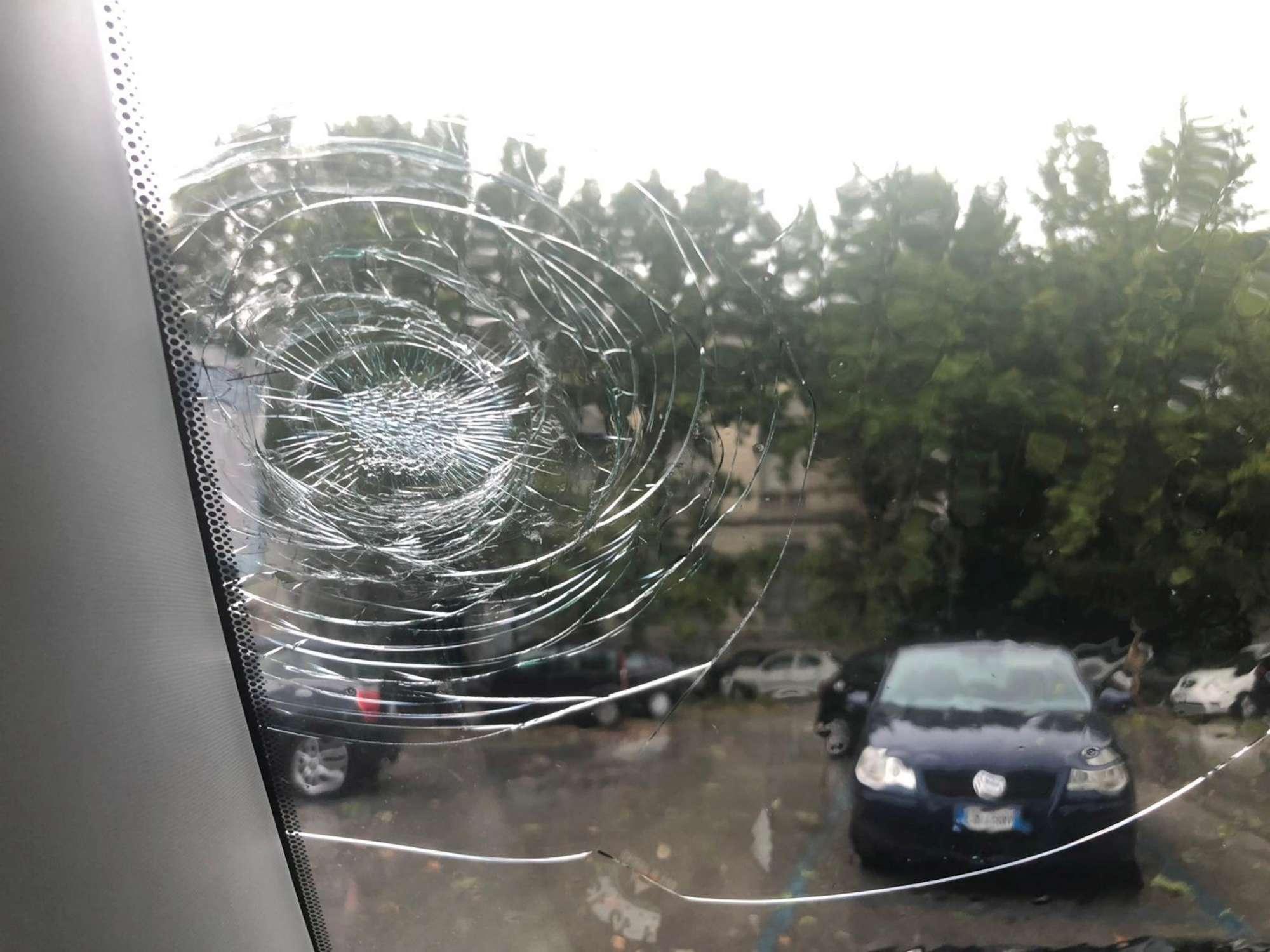 Pescara, violenta grandinata in città