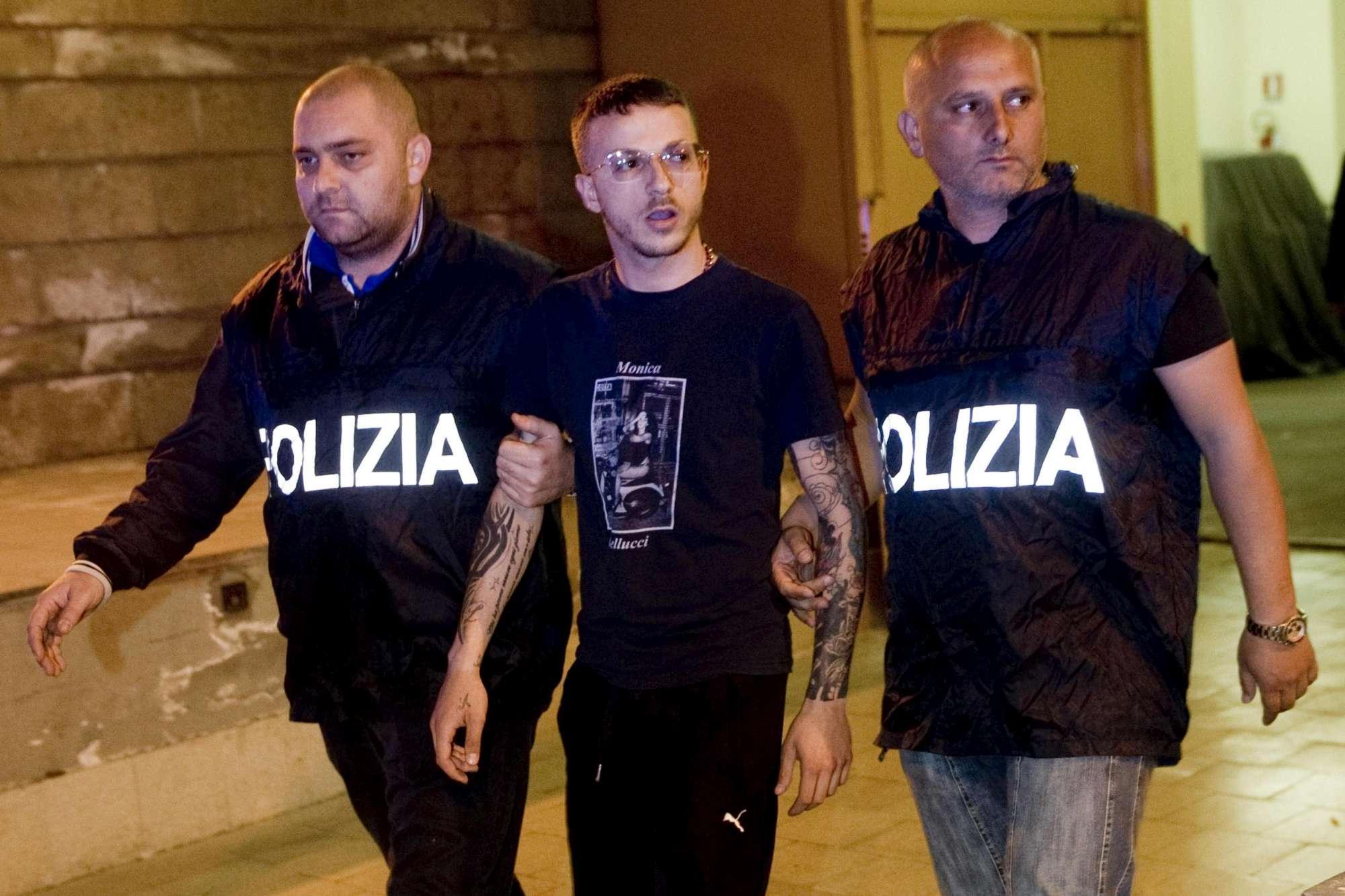 Cadavere in auto a Napoli, 29enne ucciso con colpo alla testa