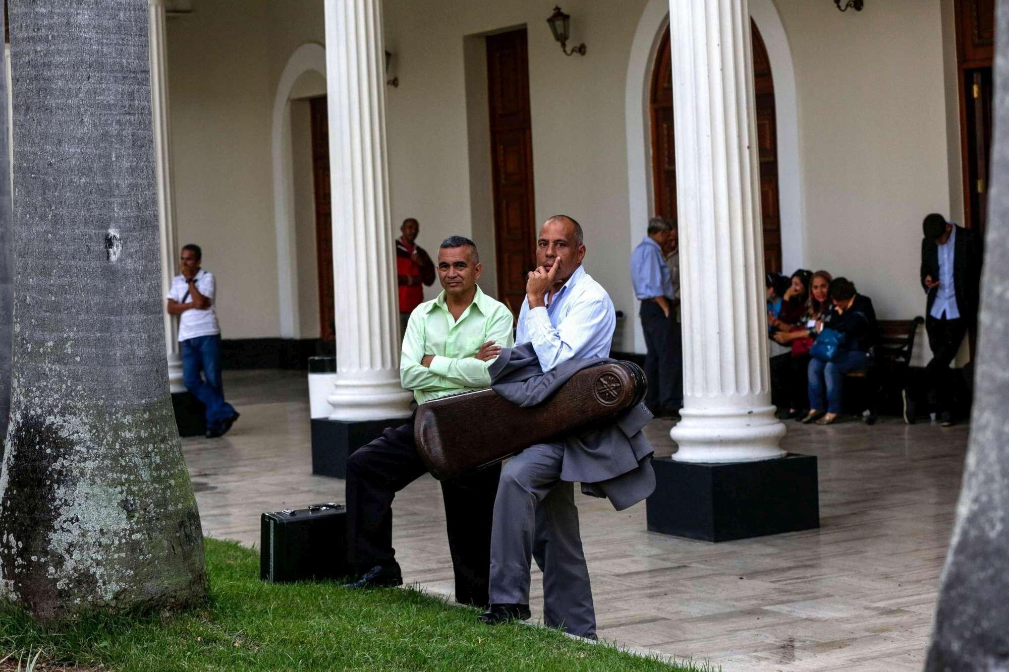 Venezuela, chavisti assaltano il Parlamento