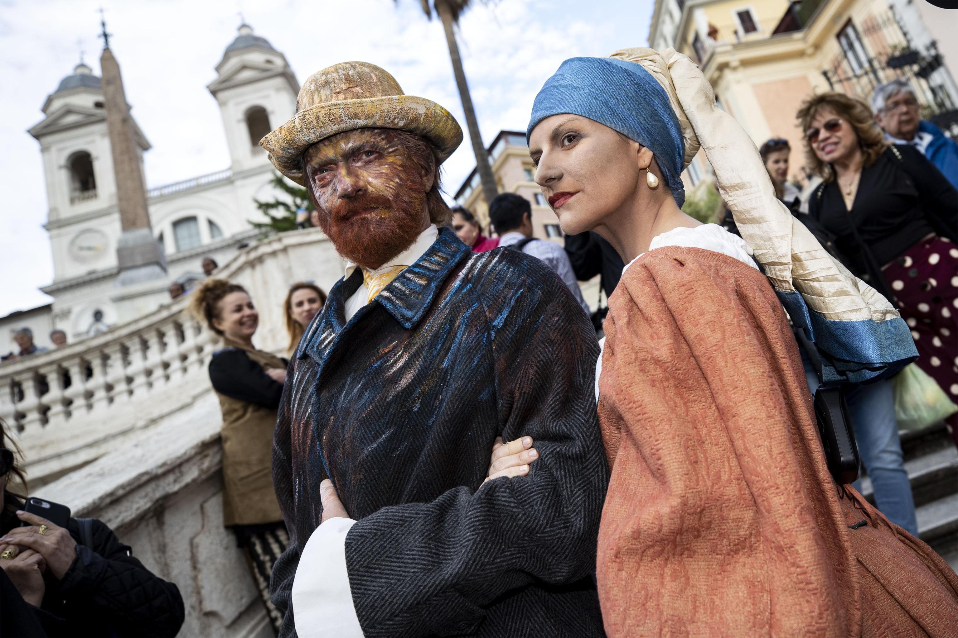 Laura Pausini-Biagio Antonacci, flash mob a sorpresa in piazza di Spagna