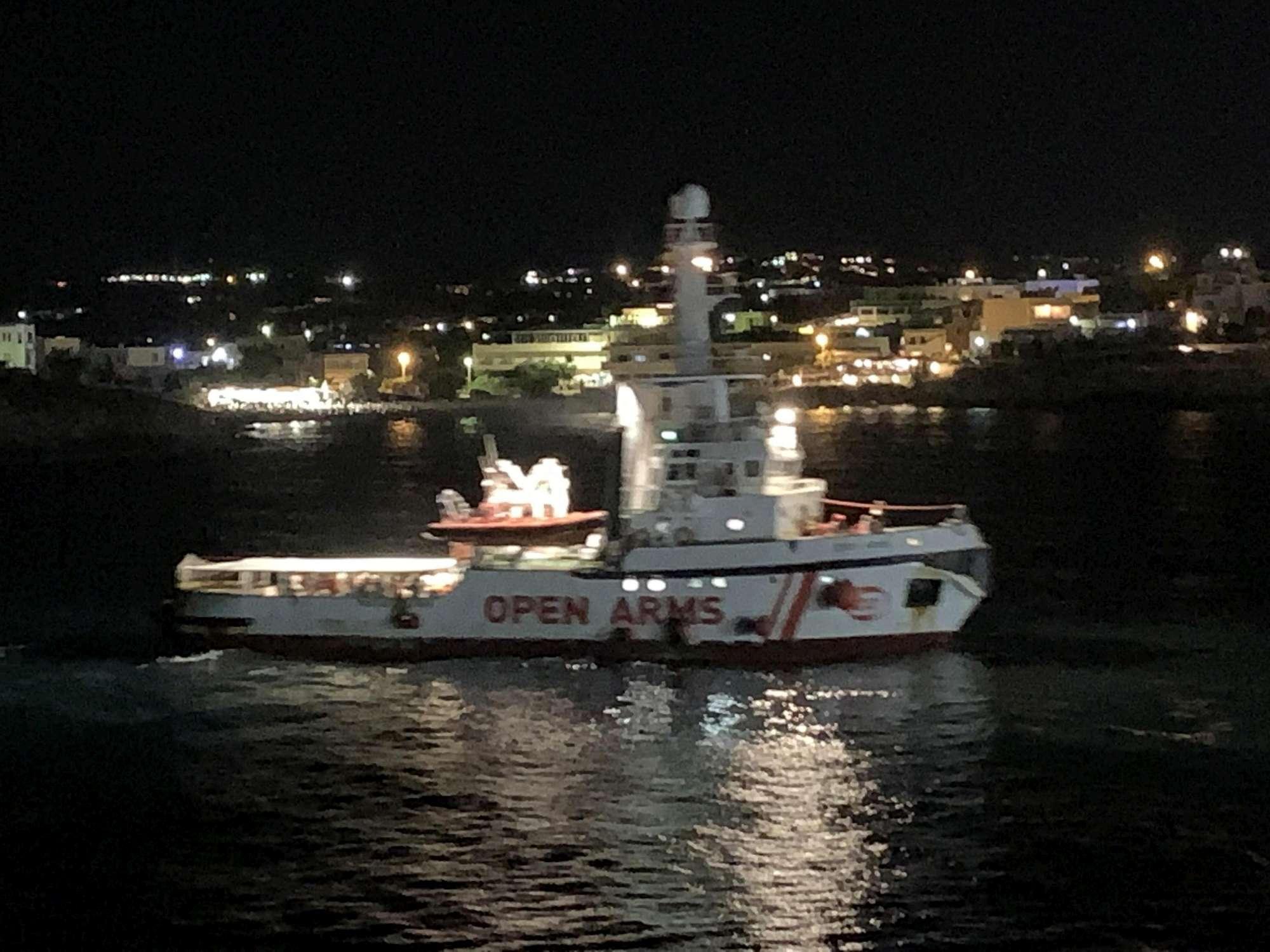Migranti, Open Arms arrivata al porto di Lampedusa