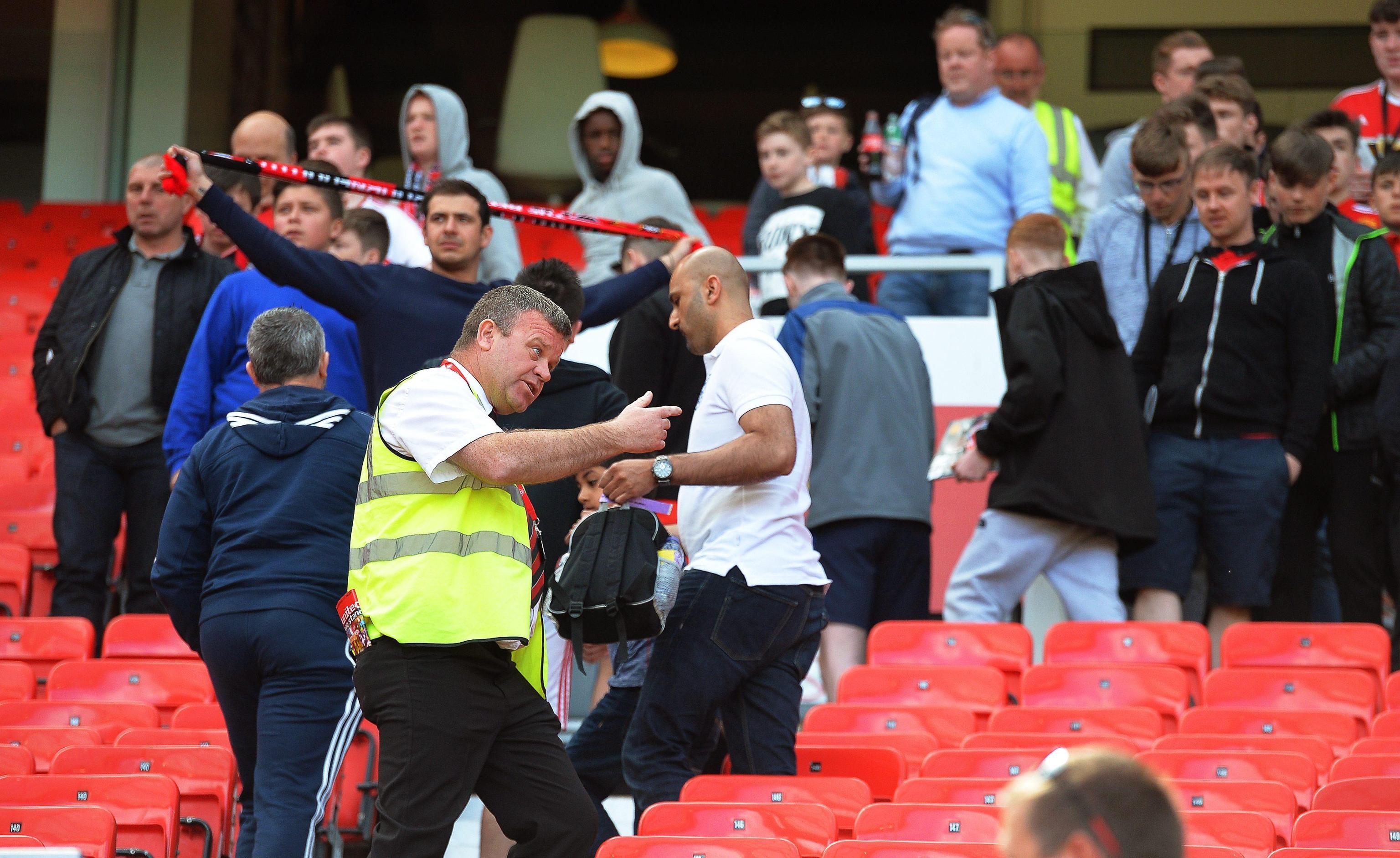 Manchester, evacuato l Old Trafford per un pacco sospetto