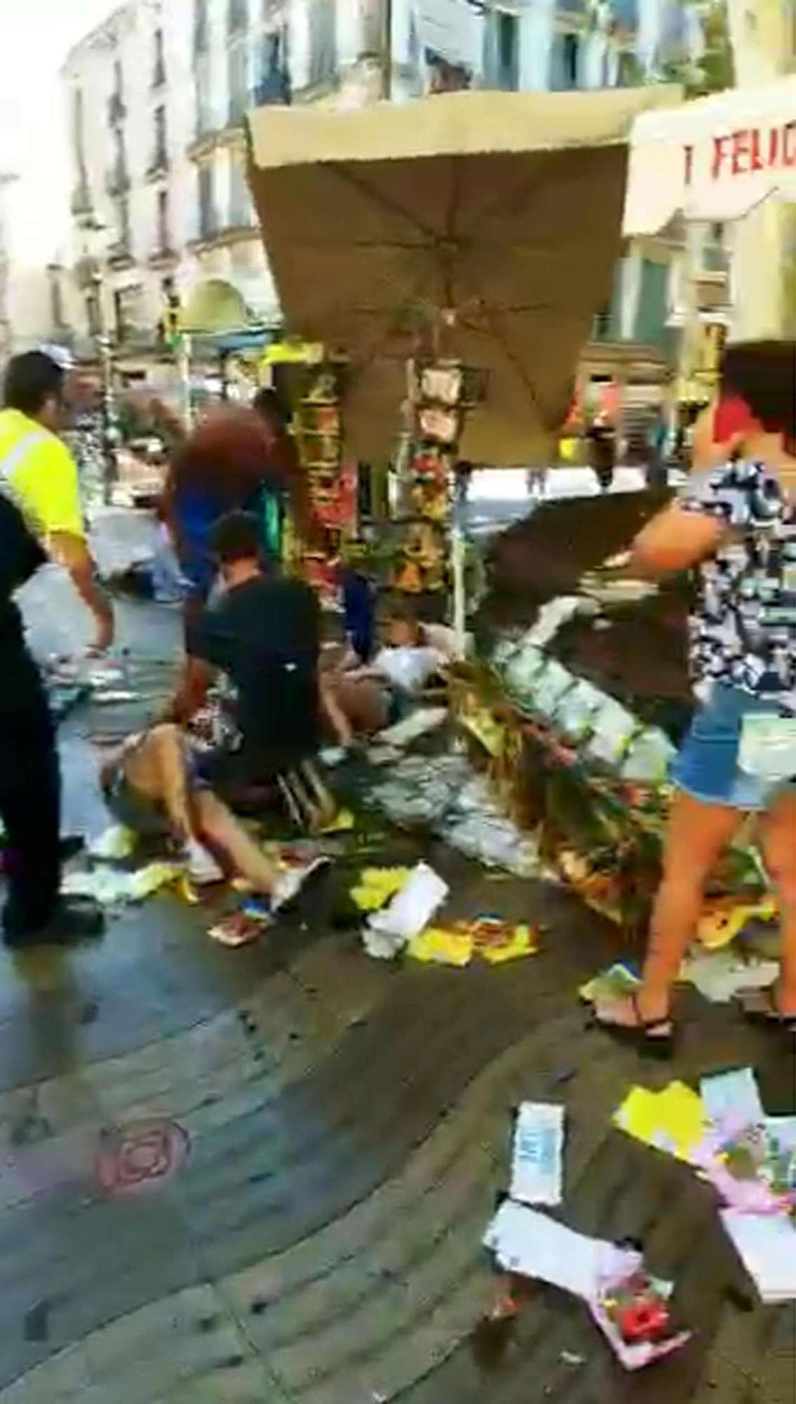 Barcellona, le immagini dell attacco sulla Rambla