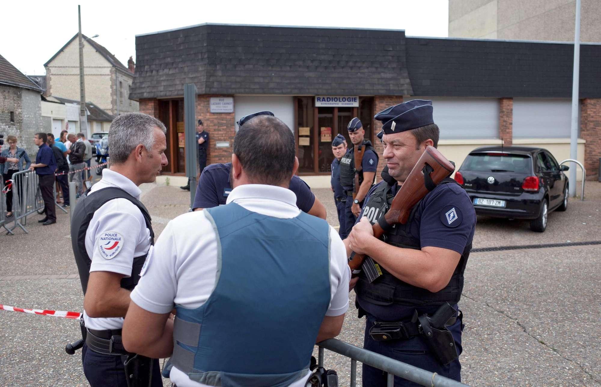 Assalto in chiesa in Francia: ucciso parroco, neutralizzati gli attentatori