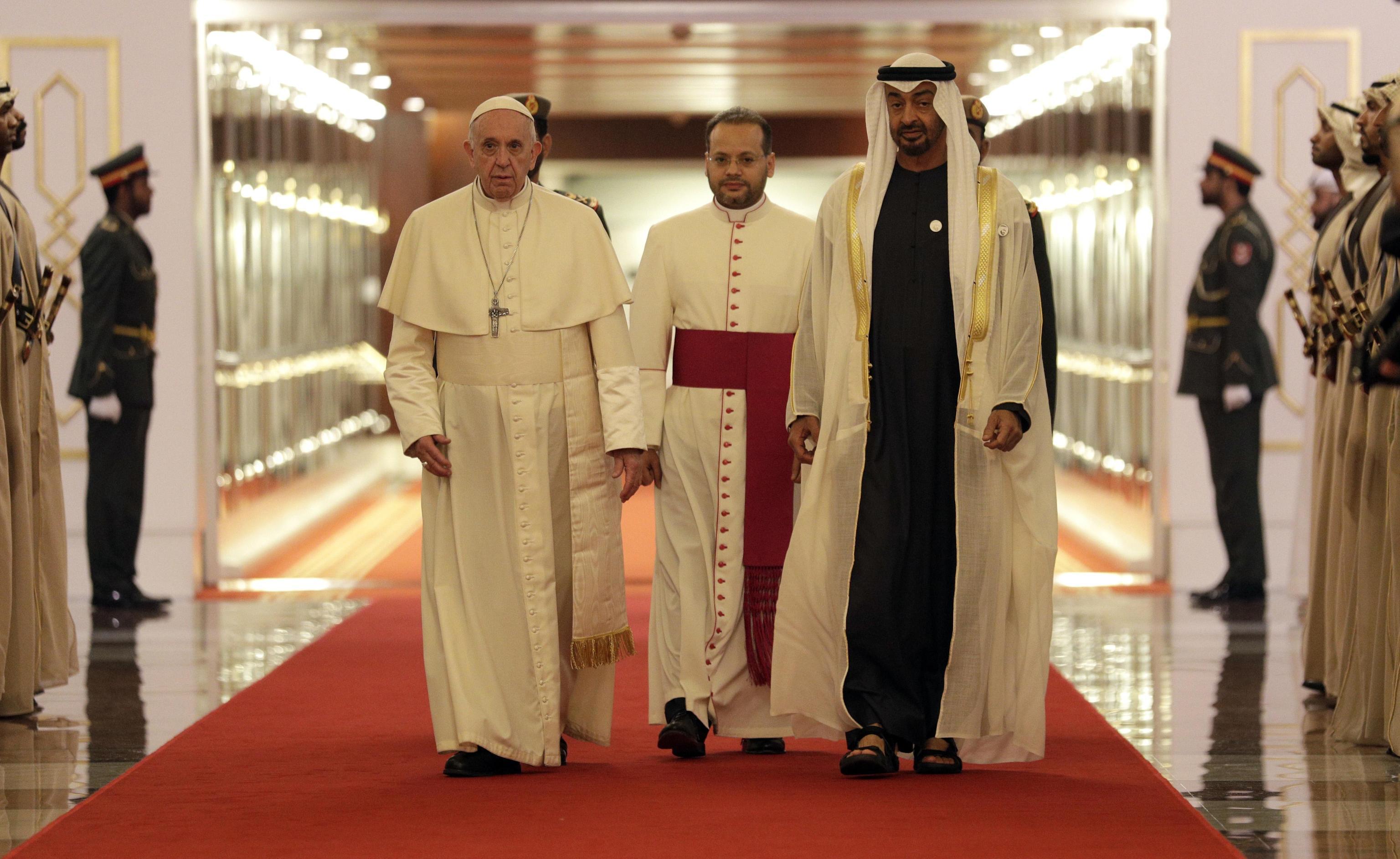Papa Francesco negli Emirati Arabi Uniti, il Pontefice è arrivato ad Abu Dhabi