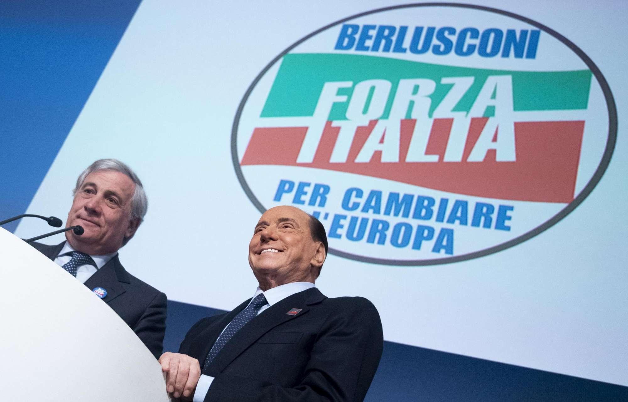 Forza Italia, Berlusconi presenta il simbolo per le elezioni europee