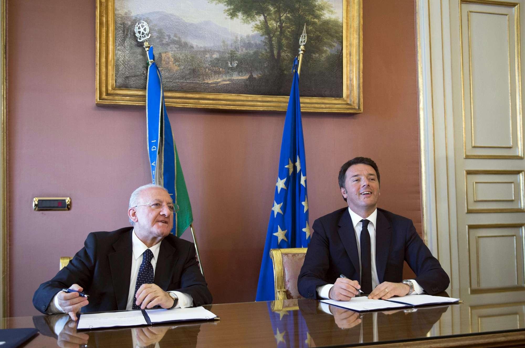 Patto per la Campania , la firma di Renzi e De Luca