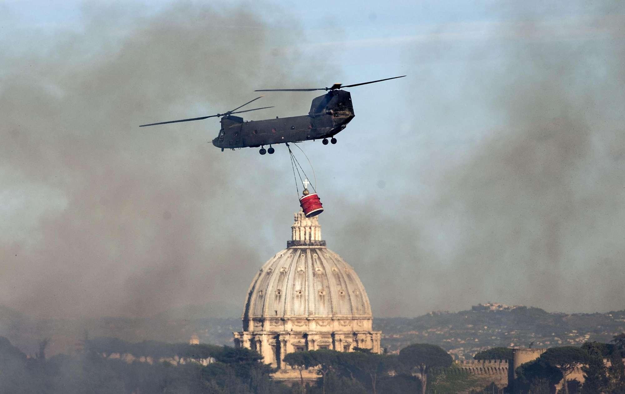 Roma, incendi alla Magliana e a Monte Mario