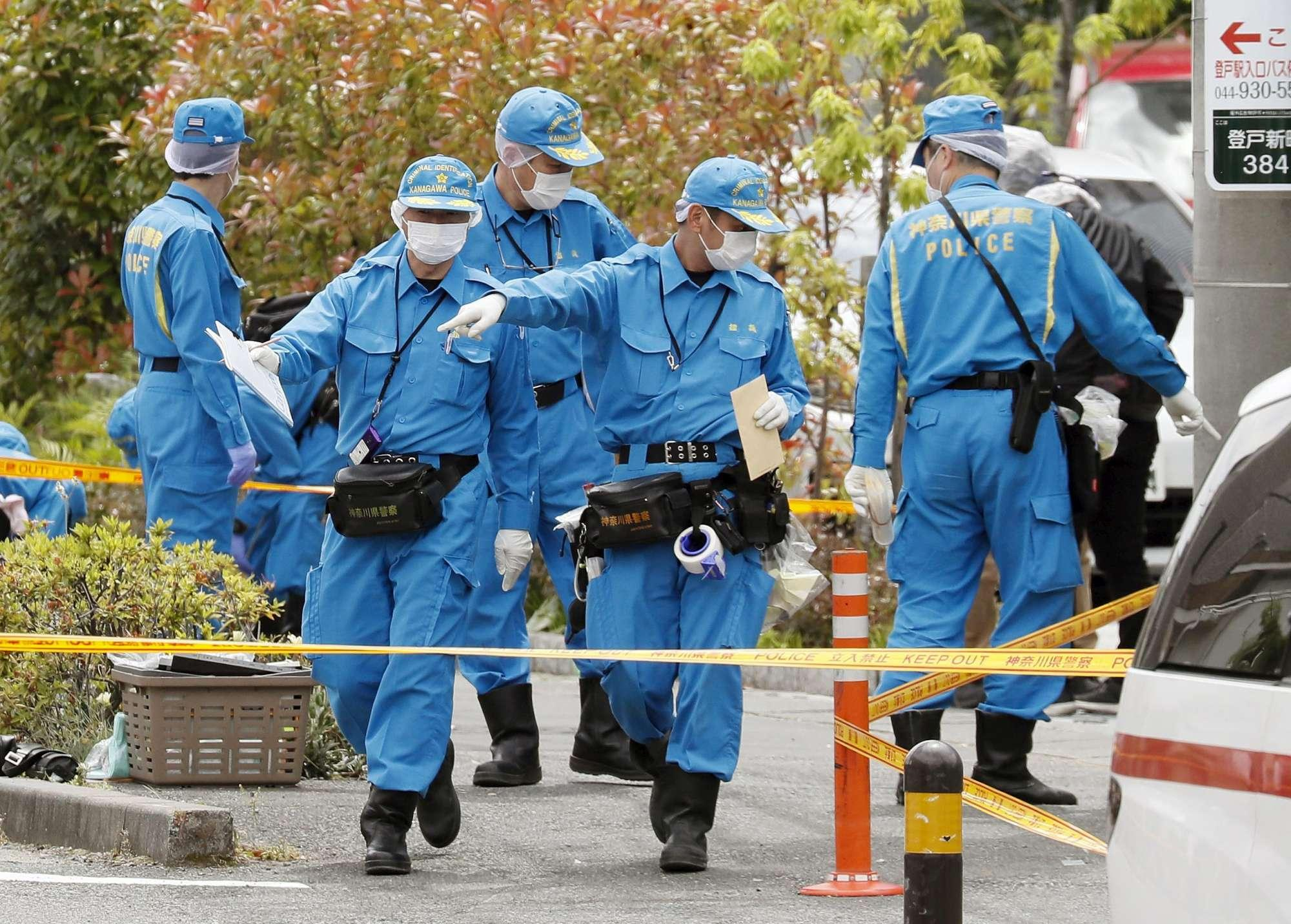 Tokyo, accoltella bimbe alla fermata del bus: due morti