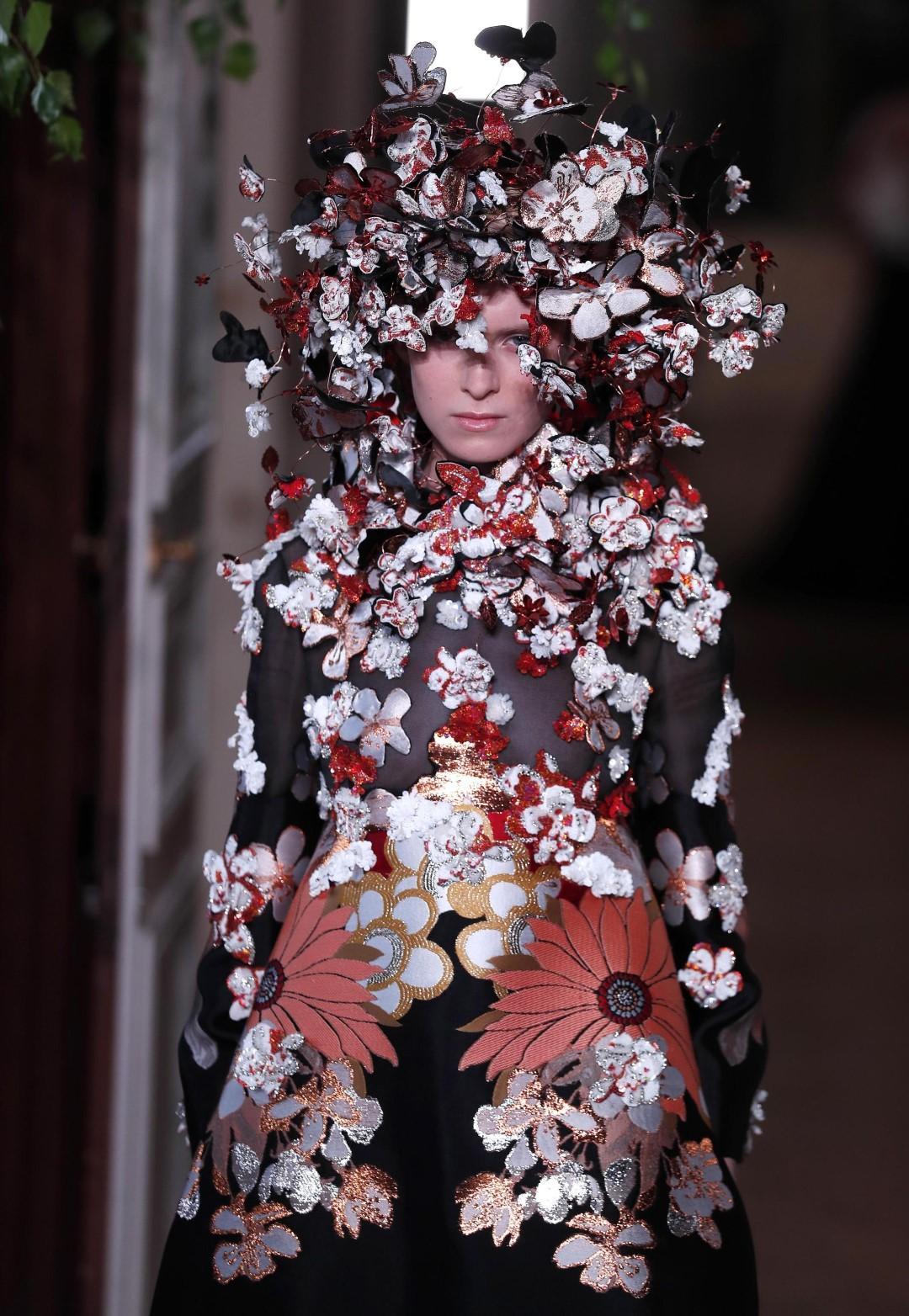 Valentino Haute Couture, la stravaganza che celebra l'individualità