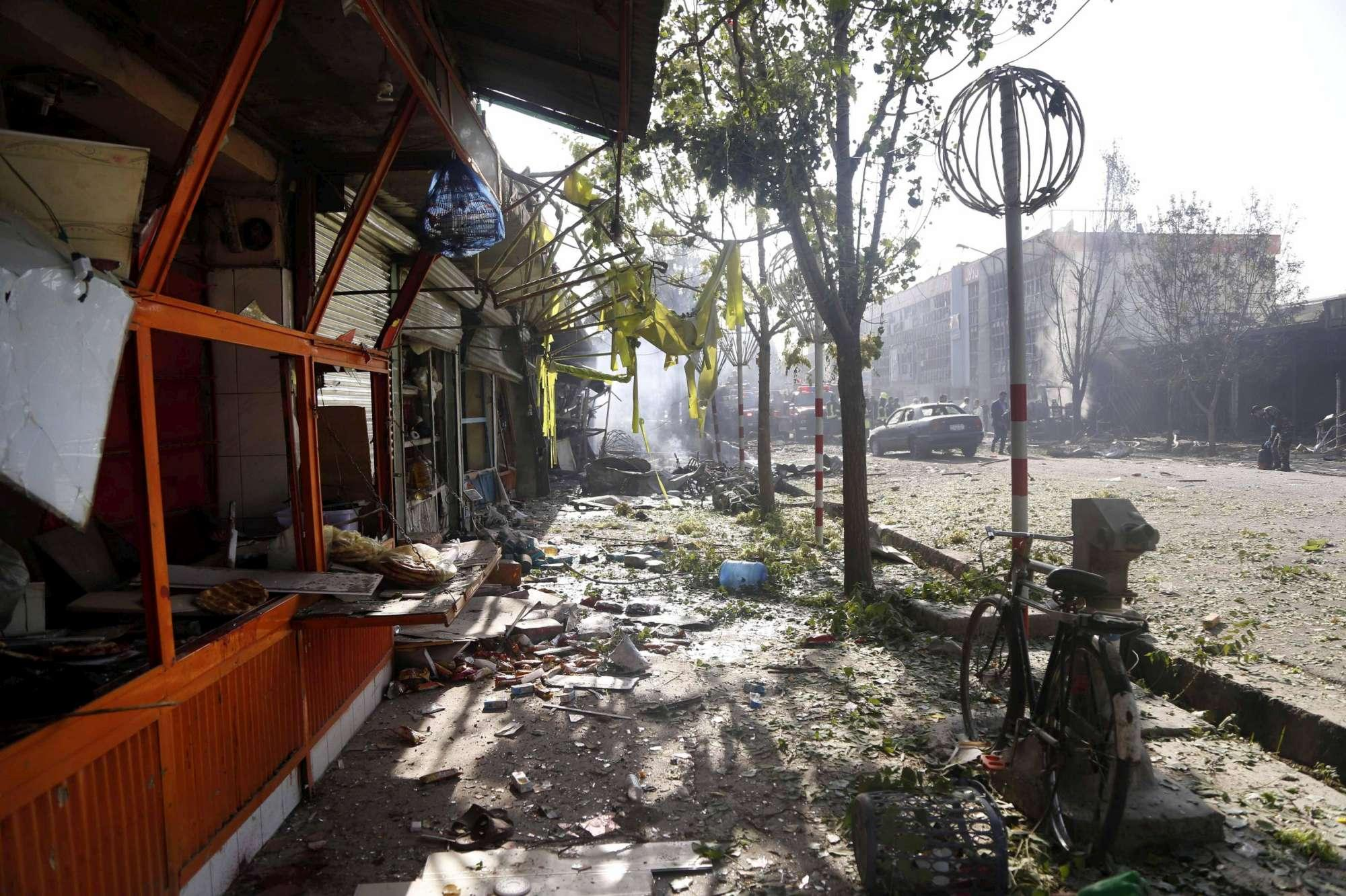 Autobomba esplode a Kabul, decine di morti