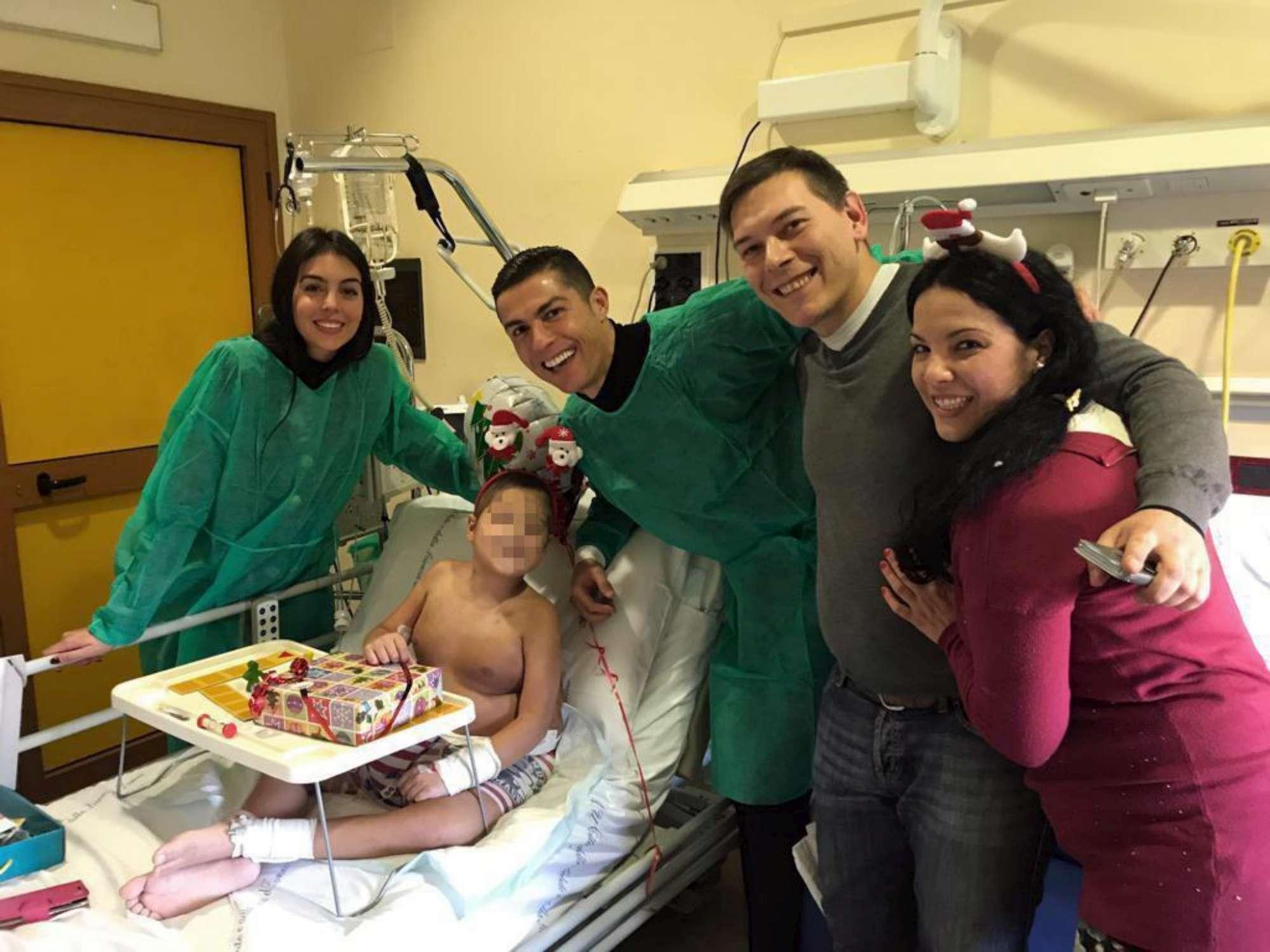 Ronaldo passa la vigila Natale tra i bimbi in ospedale